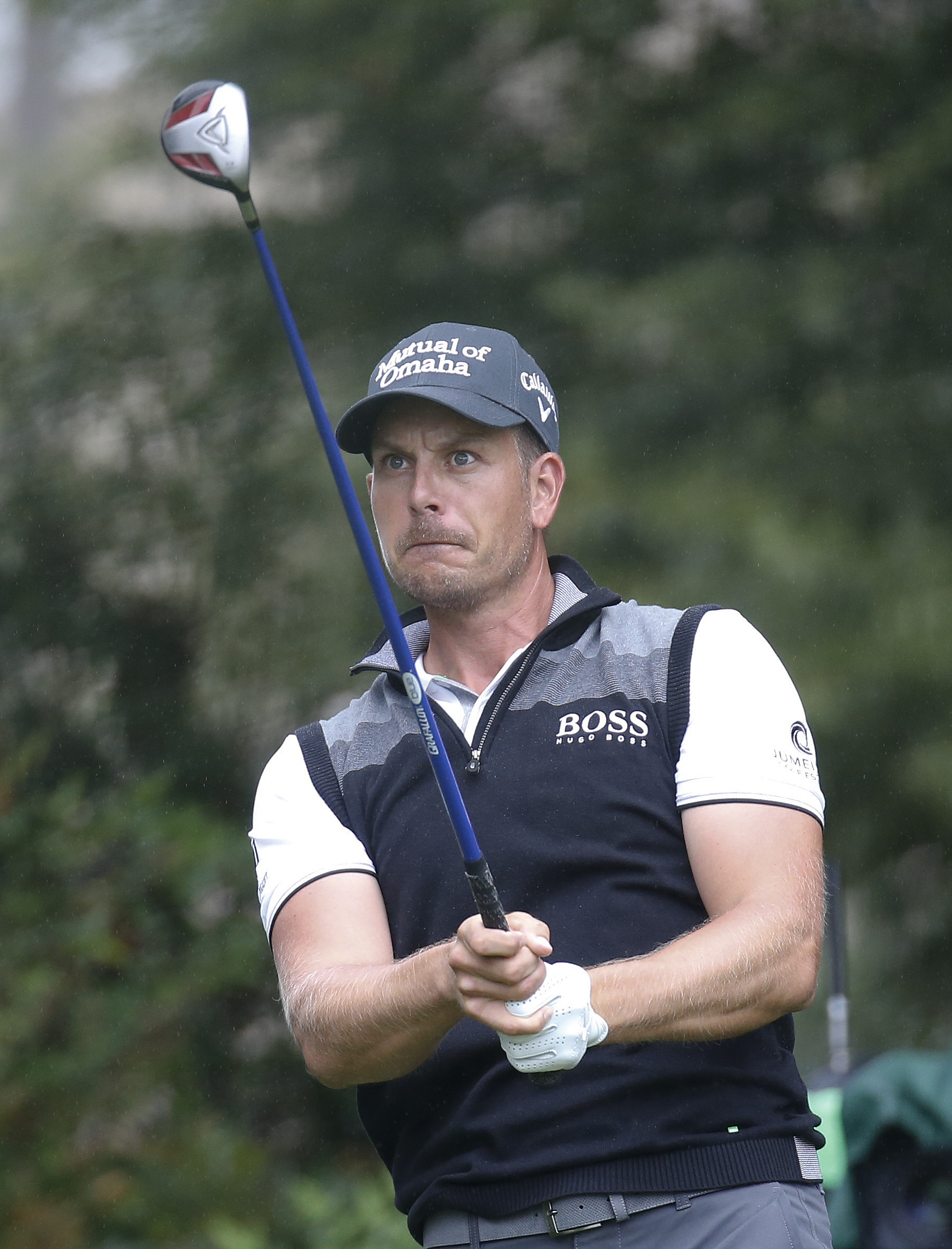 Henrik Stenson watches his tee shot on the fourth hole during the second round of the Tour Championship golf tournament at East Lake Club Friday, Sept. 25, 2015, in Atlanta. (AP Photo/John Bazemore)