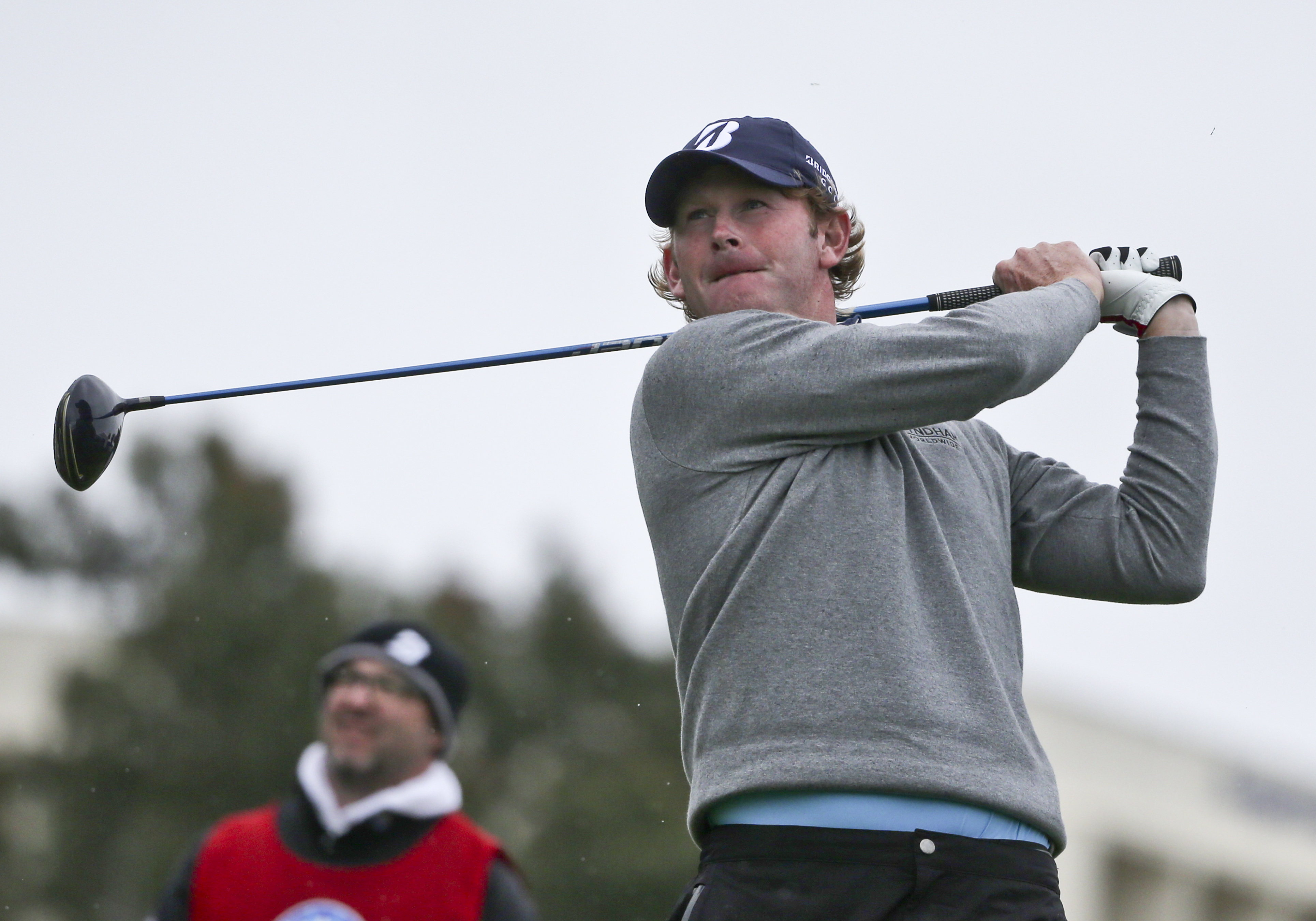 Brandt Snedeker watches his tee shot on the 18th hole at Torrey Pines during the final round of the Farmers Insurance Open golf tournament  Sunday, Jan. 31, 2016, in San Diego. (AP Photo/Lenny Ignelzi)