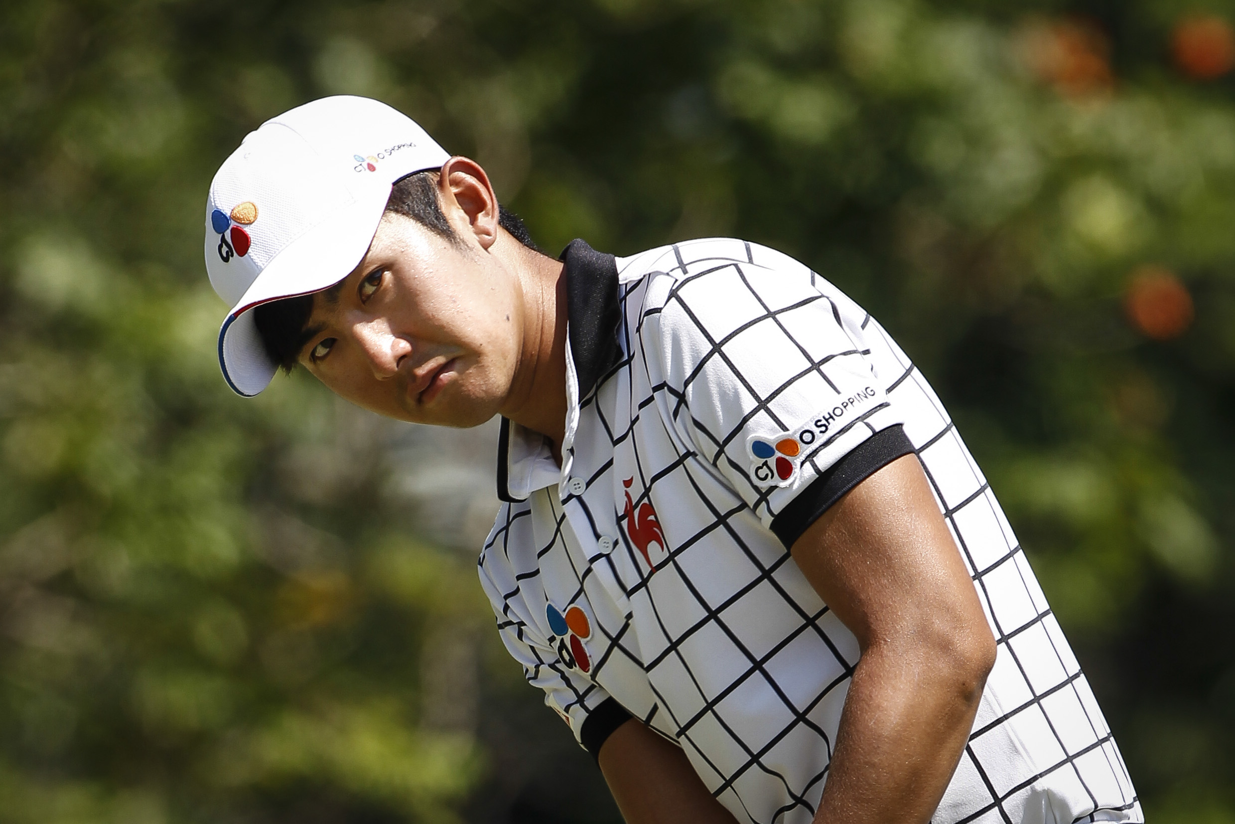 Lee Soo-min of South Korea watches his shot on the seventh green during the final round of the Maybank Championship golf tournament in Kuala Lumpur, Malaysia, on Sunday, Feb. 21, 2016. (AP Photo/Joshua Paul)