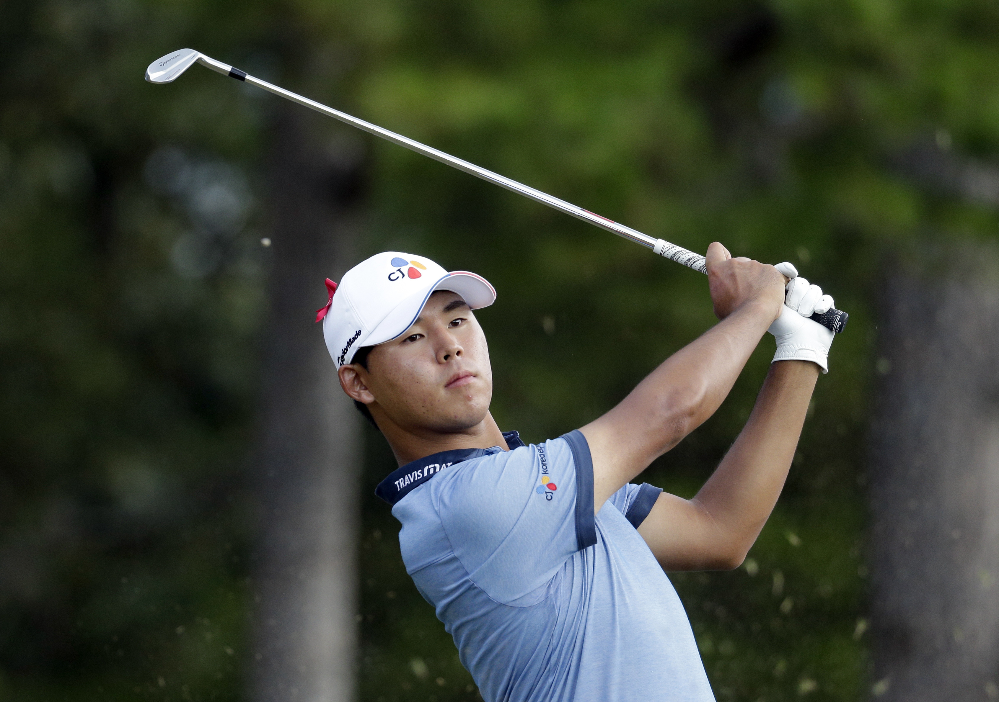 Si Woo Kim watches his tee shot on the 16th hole during the final round of the Wyndham Championship golf tournament in Greensboro, N.C., Sunday, Aug. 21, 2016. (AP Photo/Chuck Burton)