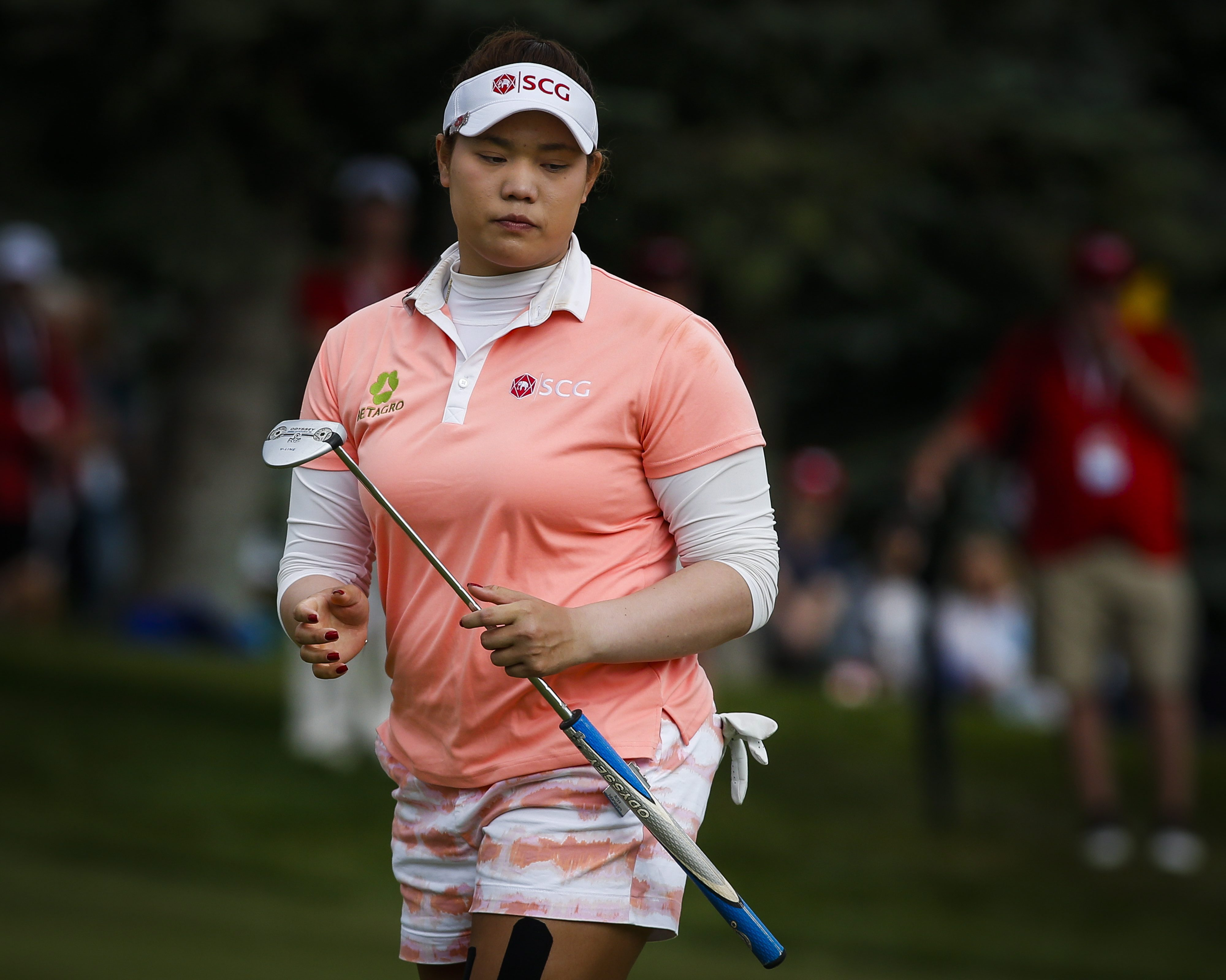Thailand's Ariya Jutanugarn reacts to her putt on the 18th green during the third round of the LPGA Canadian Open golf tournament in Priddis, Alberta, Saturday, Aug. 27, 2016. (Jeff McIntosh/The Canadian Press via AP)