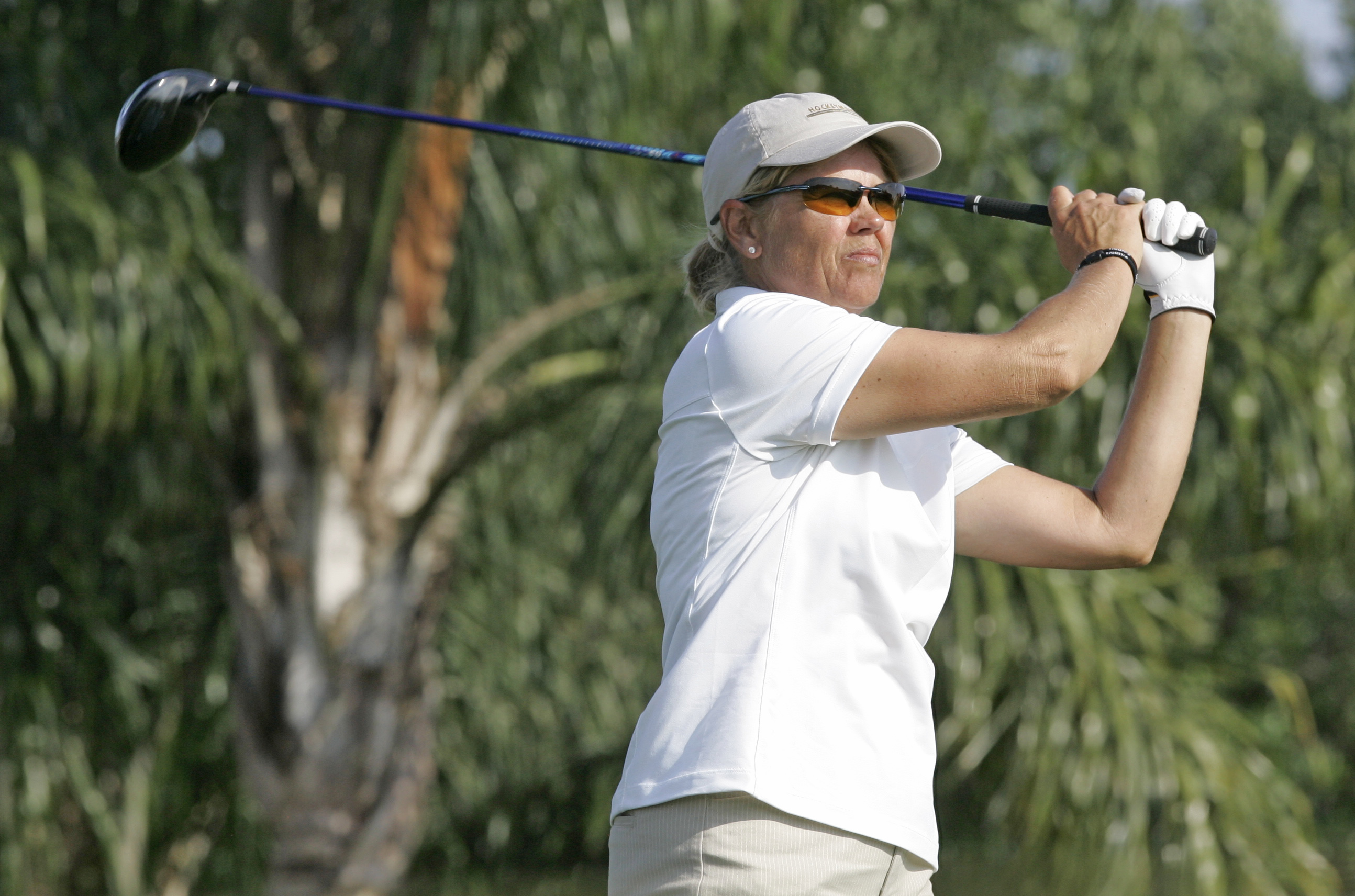 Dawn Coe-Jones, of Canada, tees off on the 18th hole during the first round of the Ginn Open LPGA golf tournament in Reunion, Fla., Thursday, April 12, 2007. (AP Photo/John Raoux)