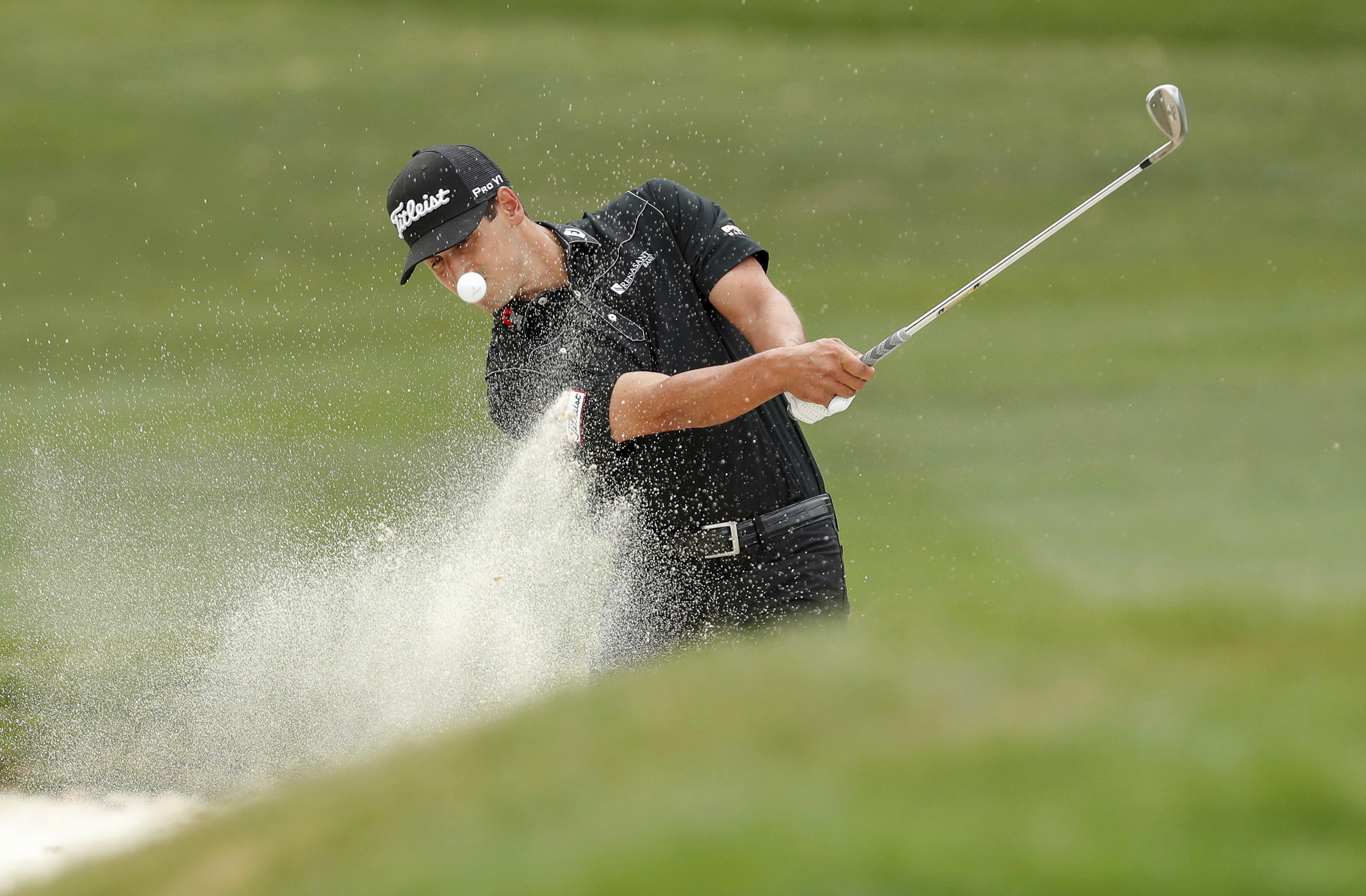 Dominic Bozzelli chips onto the first green during the final round of the Valspar Championship golf tournament Sunday, March 12, 2017, at Innisbrook in Palm Harbor, Fla. (AP Photo/Mike Carlson)