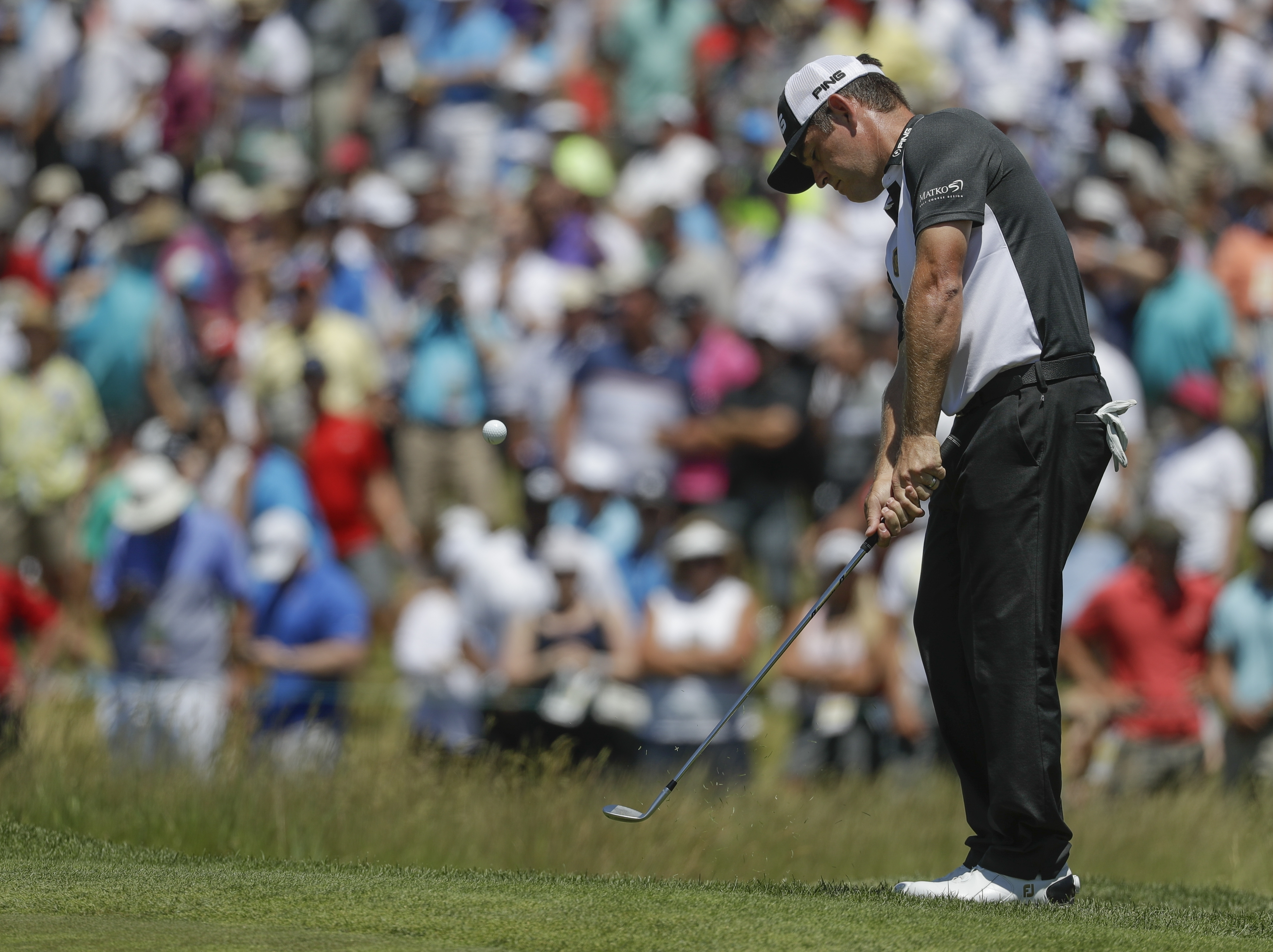 Louis Oosthuizen, of South Africa, chips to the ninth hole during the second round of the U.S. Open golf tournament Friday, June 16, 2017, at Erin Hills in Erin, Wis. (AP Photo/Chris Carlson)