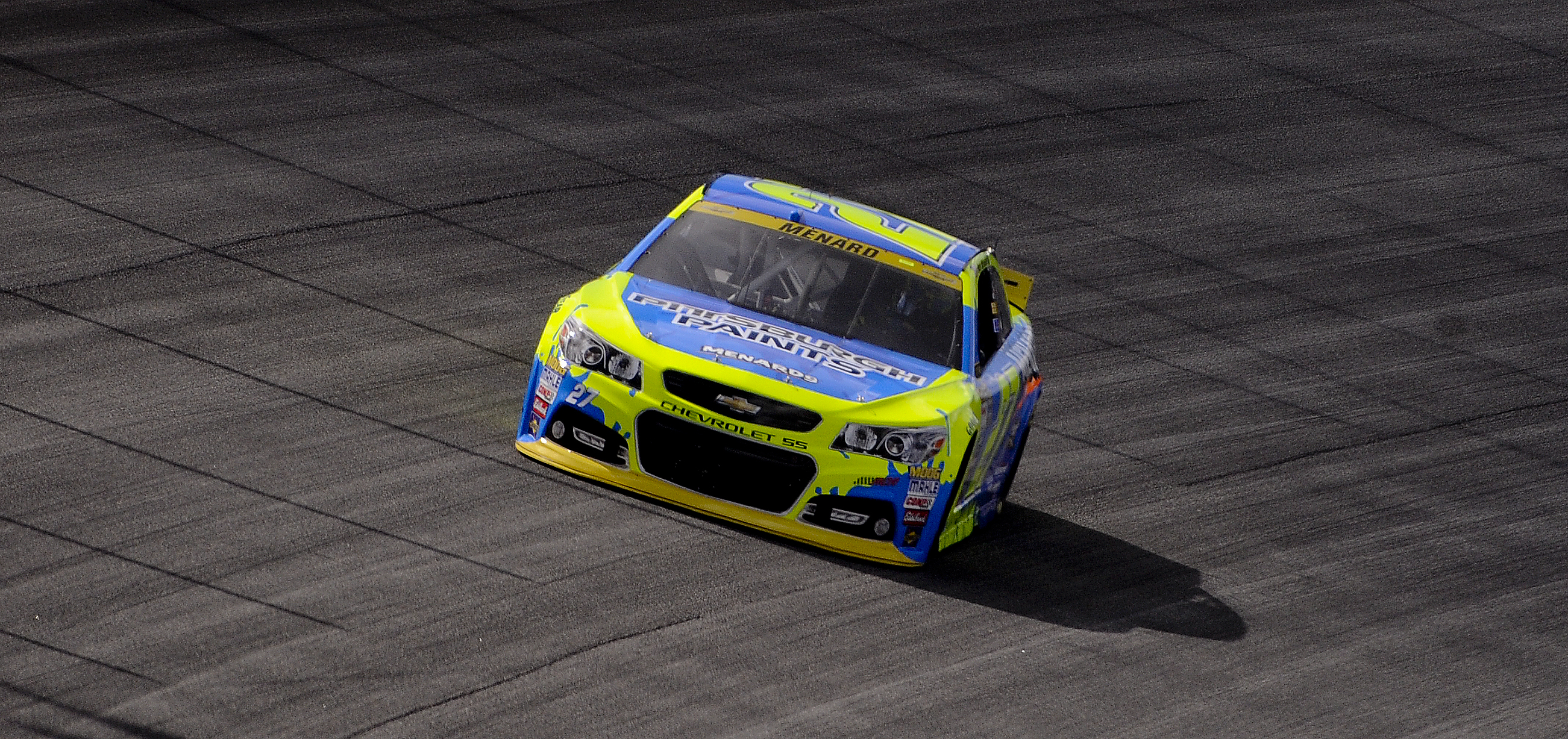 Paul Menard drives his car during practice for the NASCAR Sprint Cup Series auto race at Chicagoland Speedway, Saturday, Sept. 19, 2015, in Joliet, Ill. (AP Photo/Matt Marton)