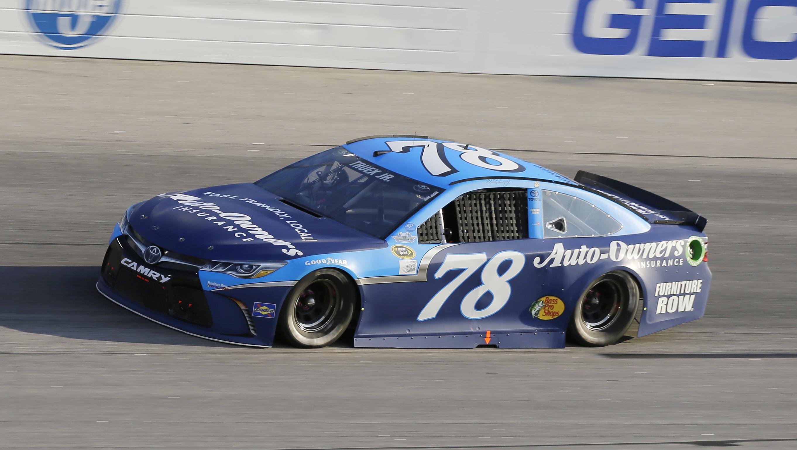 Martin Truex Jr. races into Turn 1 during the NASCAR Sprint Cup Series auto race at Darlington Raceway, Sunday, Sept. 4, 2016, in Darlington, S.C. (AP Photo/Terry Renna)