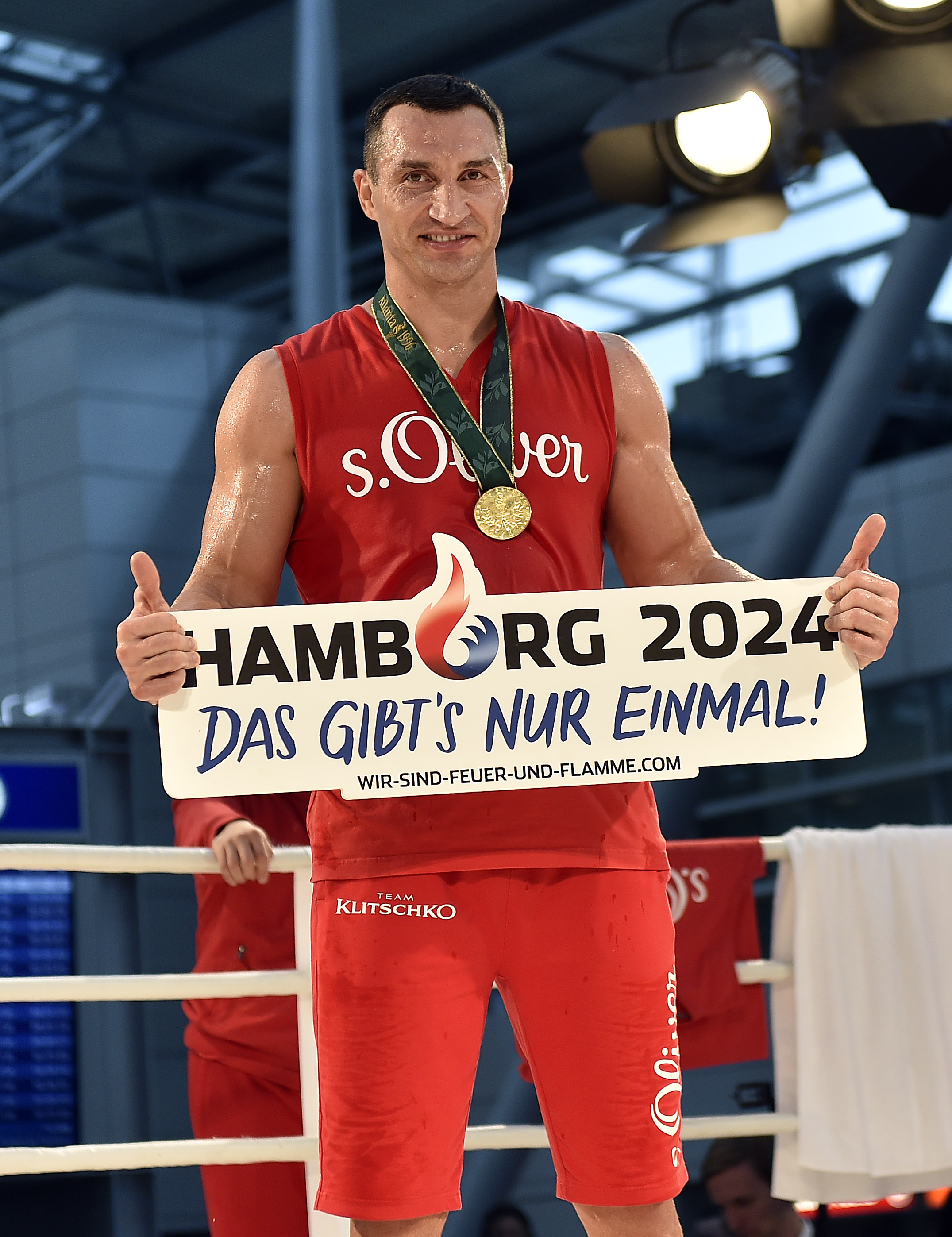 Ukrainian World boxing champion Wladimir Klitschko promotes Hamburg's bid for Olympic Games in 2024 during a public training session at the airport in Duesseldorf, Germany, prior his heavyweight boxing fight against challenger Tyson Fury from Britain, Wed