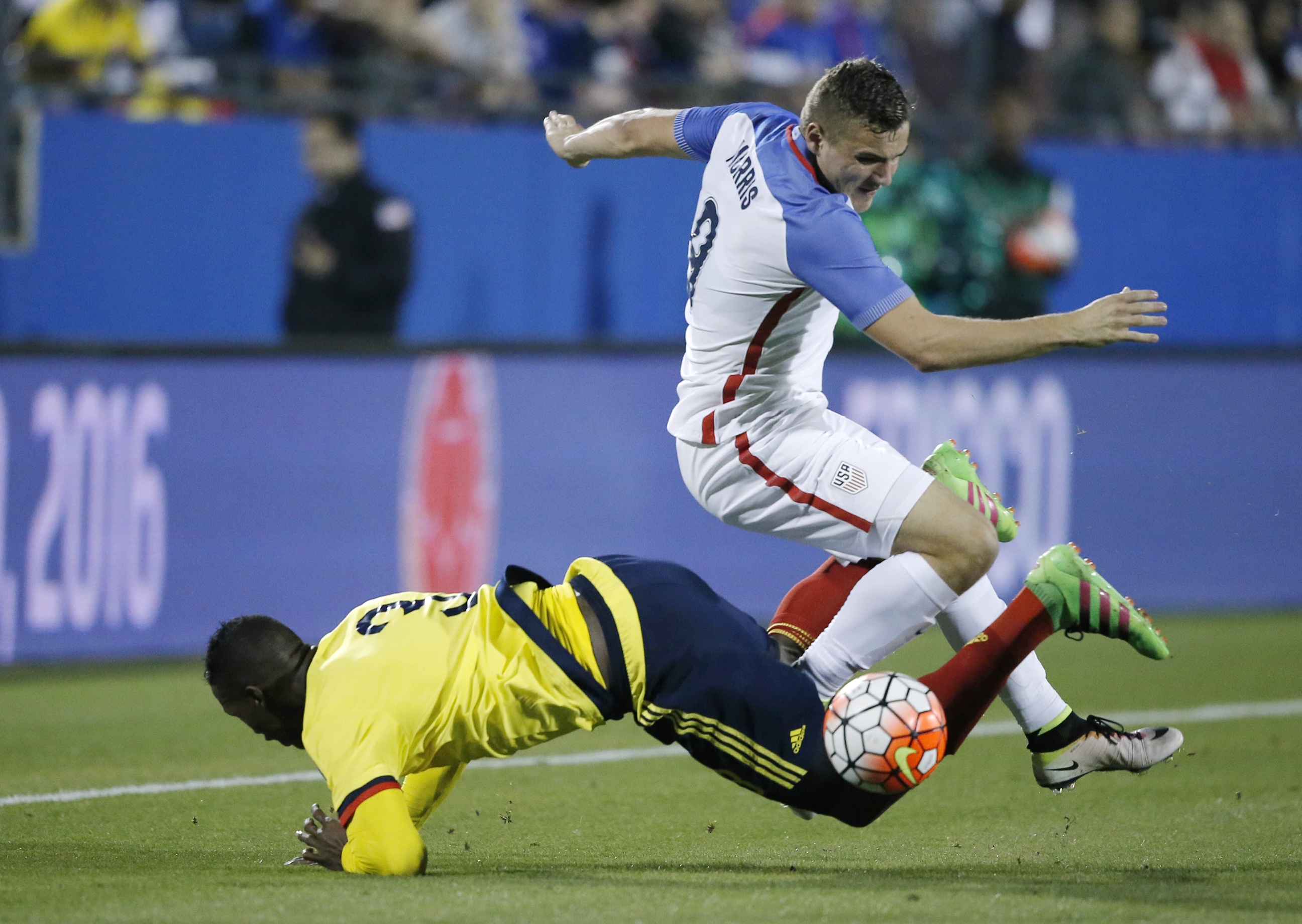 U.S. forward Jordan Morris (9) battles Colombia defender Yerry Mina (3) during the first half of an Olympic qualifying soccer match Tuesday, March 29, 2016, in Frisco, Texas. (AP Photo/Brandon Wade)