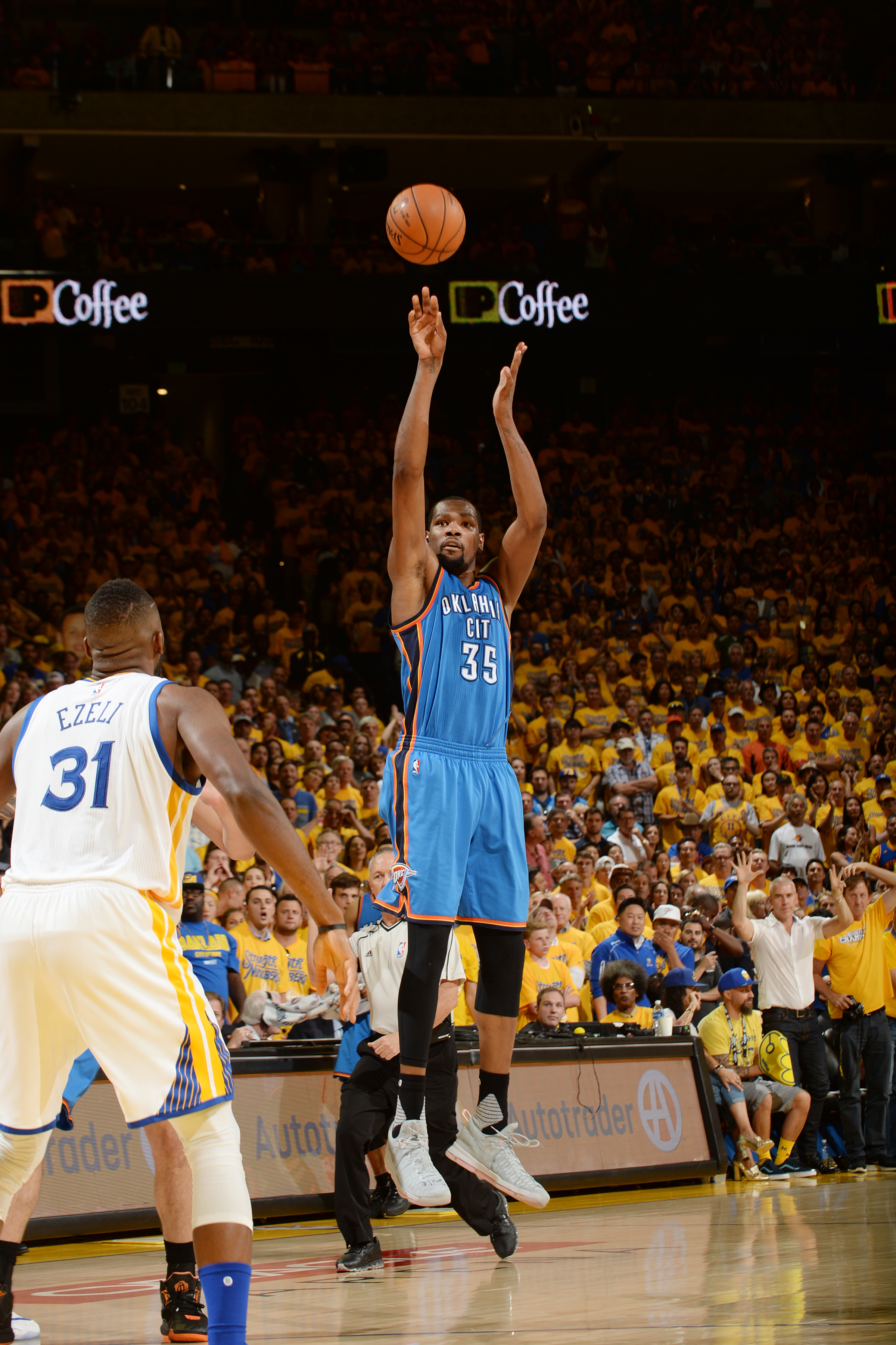 OAKLAND, CA - MAY 30:  Kevin Durant #35 of the Oklahoma City Thunder shoots the ball against the Golden State Warriors in Game Seven of the Western Conference Finals during the 2016 NBA Playoffs on May 30, 2016 at ORACLE Arena in Oakland, California. (Pho