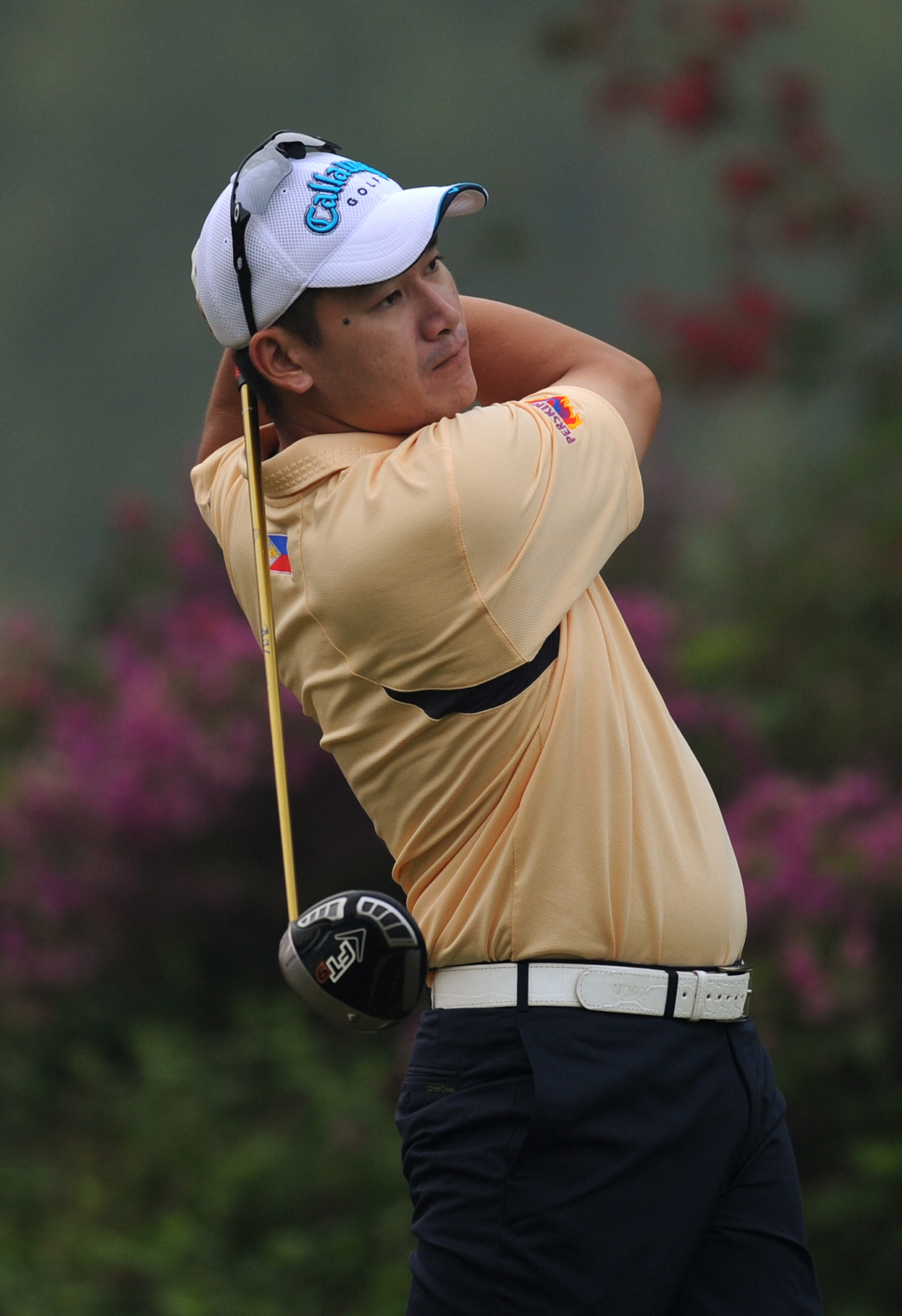 Angelo Que of Philippines tees off at the 1st hole during the first round of the Omega Mission Hills World Cup golf tournament in Dongguan, southern China's Guangdong province, Thursday, Nov. 26, 2009. (AP Photo/Kin Cheung)