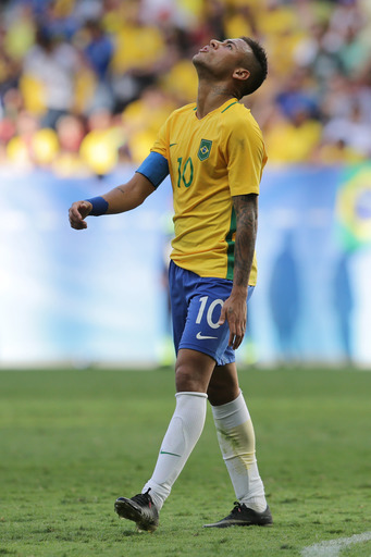 Brazil's Neymar reacts after missing a chance to score during a group A match of the men's Olympic football tournament between Brazil and South Africa at the National stadium, in Brasilia, Brazil, Thursday, Aug. 4, 2016. (AP Photo/Eraldo Peres)