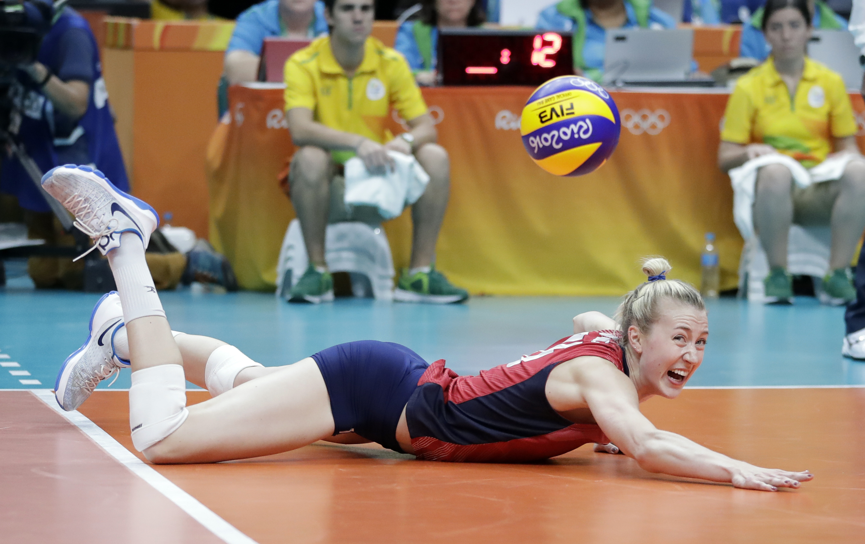 United States' Kim Hill is able to dig and save the volley during a women's preliminary volleyball match against Italy at the 2016 Summer Olympics in Rio de Janeiro, Brazil, Friday, Aug. 12, 2016. (AP Photo/Jeff Roberson)