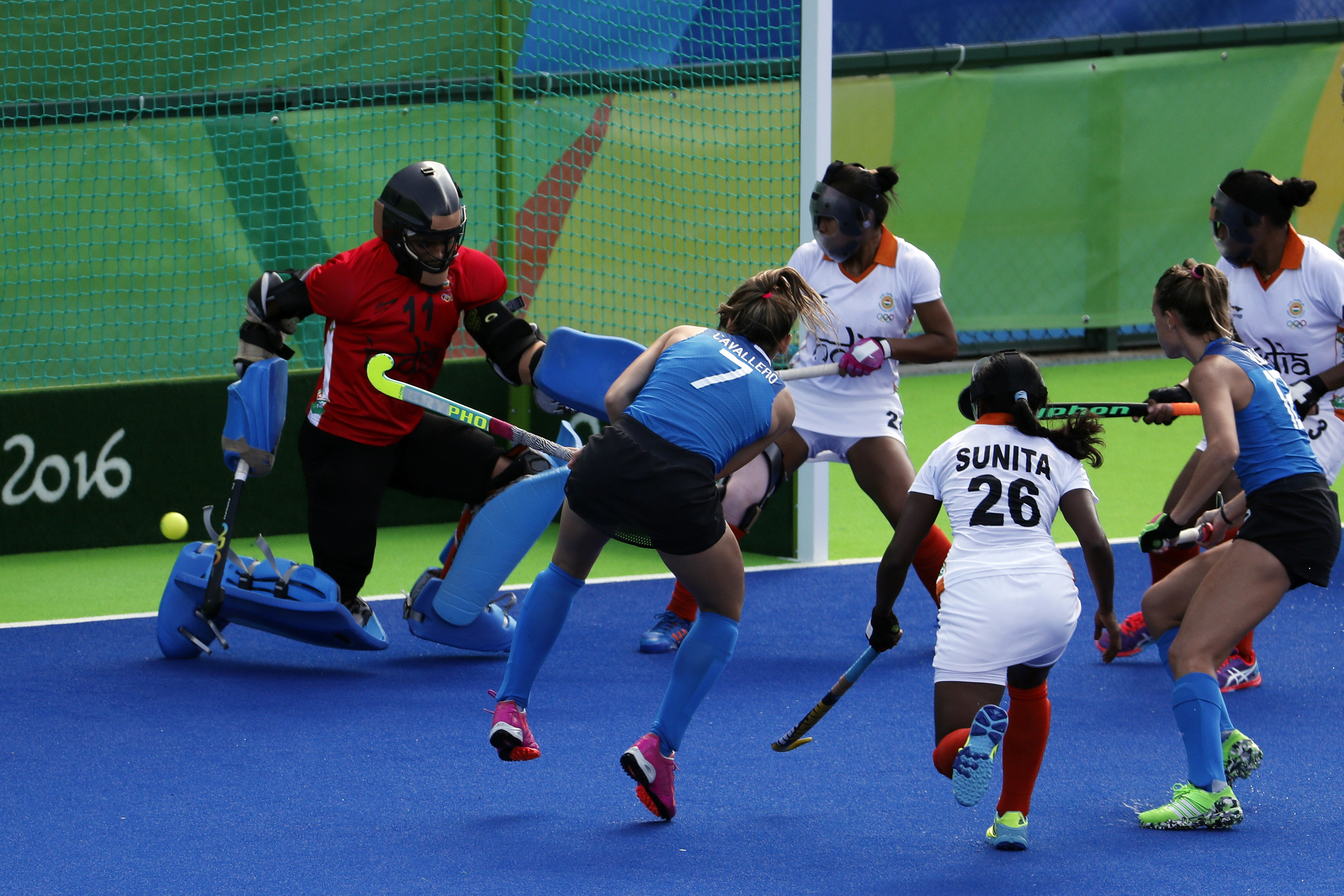 Argentina's Martina Cavallero shoots to score against India during a women's field hockey match at the 2016 Summer Olympics in Rio de Janeiro, Brazil, Saturday, Aug. 13, 2016. (AP Photo/Dario Lopez-Mills)