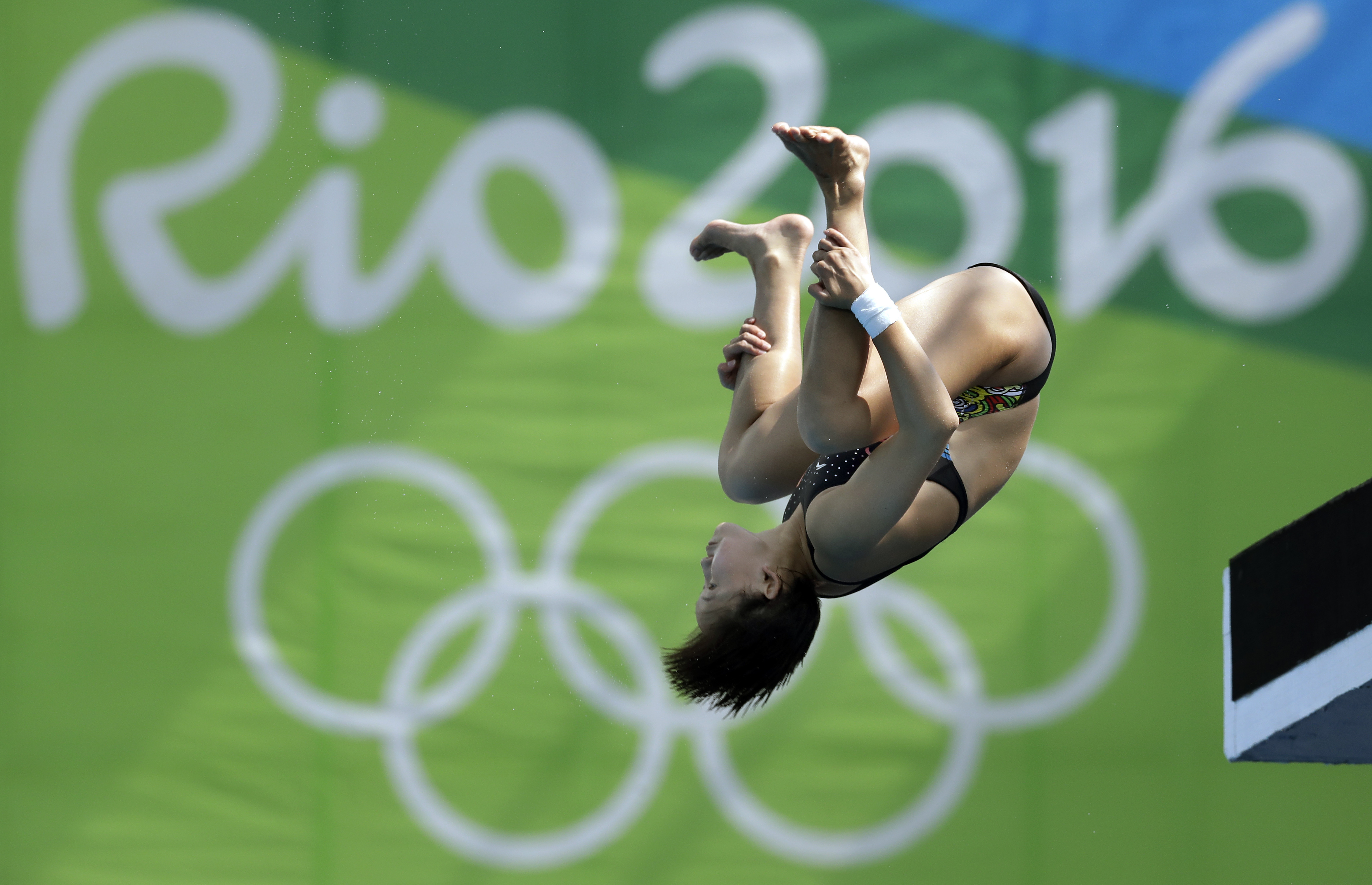 China's Ren Qian competes during the women's 10-meter platform diving semi final in the Maria Lenk Aquatic Center at the 2016 Summer Olympics in Rio de Janeiro, Brazil, Thursday, Aug. 18, 2016. (AP Photo/Michael Sohn)