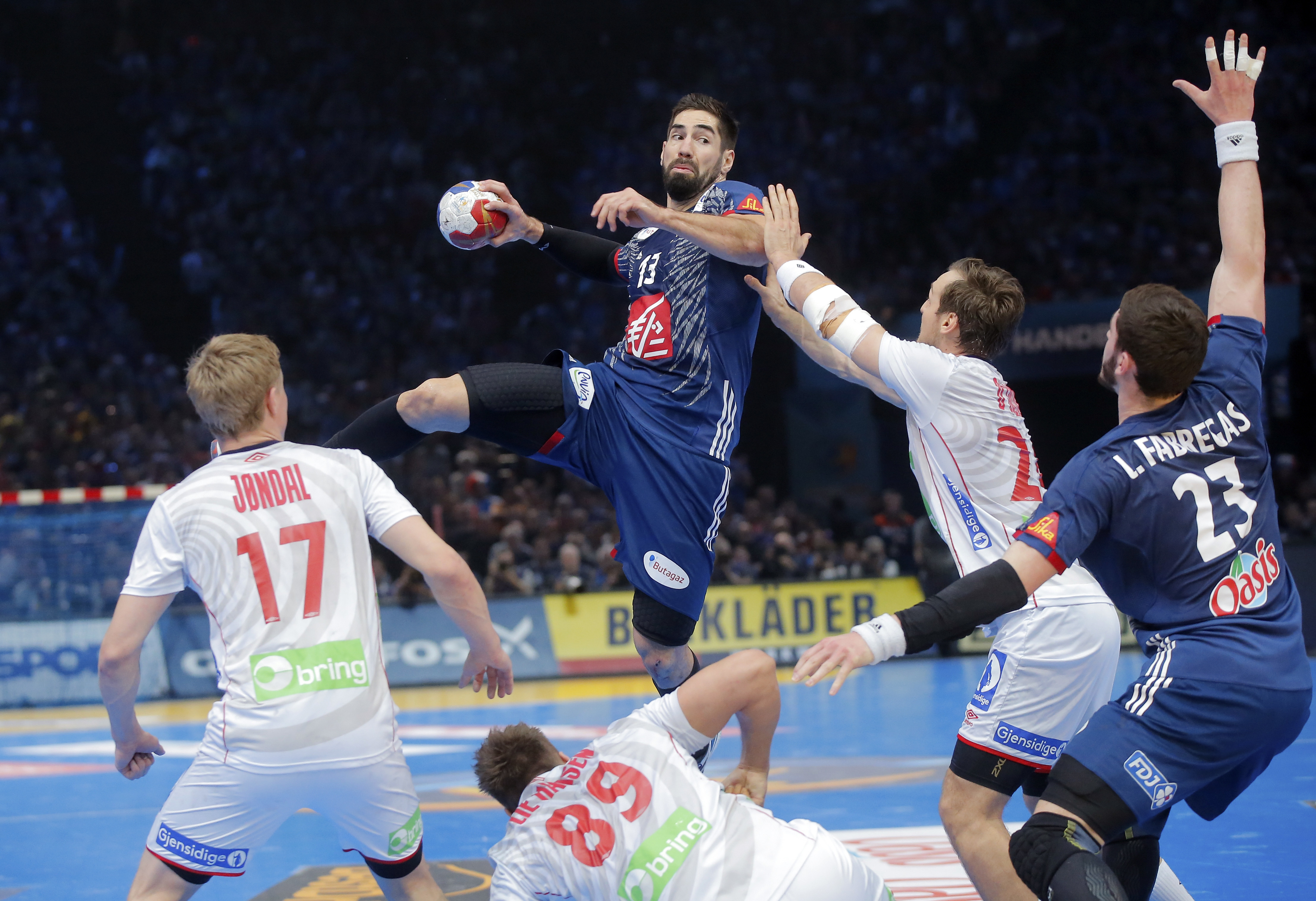 France's Nikola Karabatic, center, shoots the ball during the Handball World Championship final match between France and Norway at the Bercy arena in Paris, Sunday, Jan. 29, 2017. (AP Photo/Michel Euler)