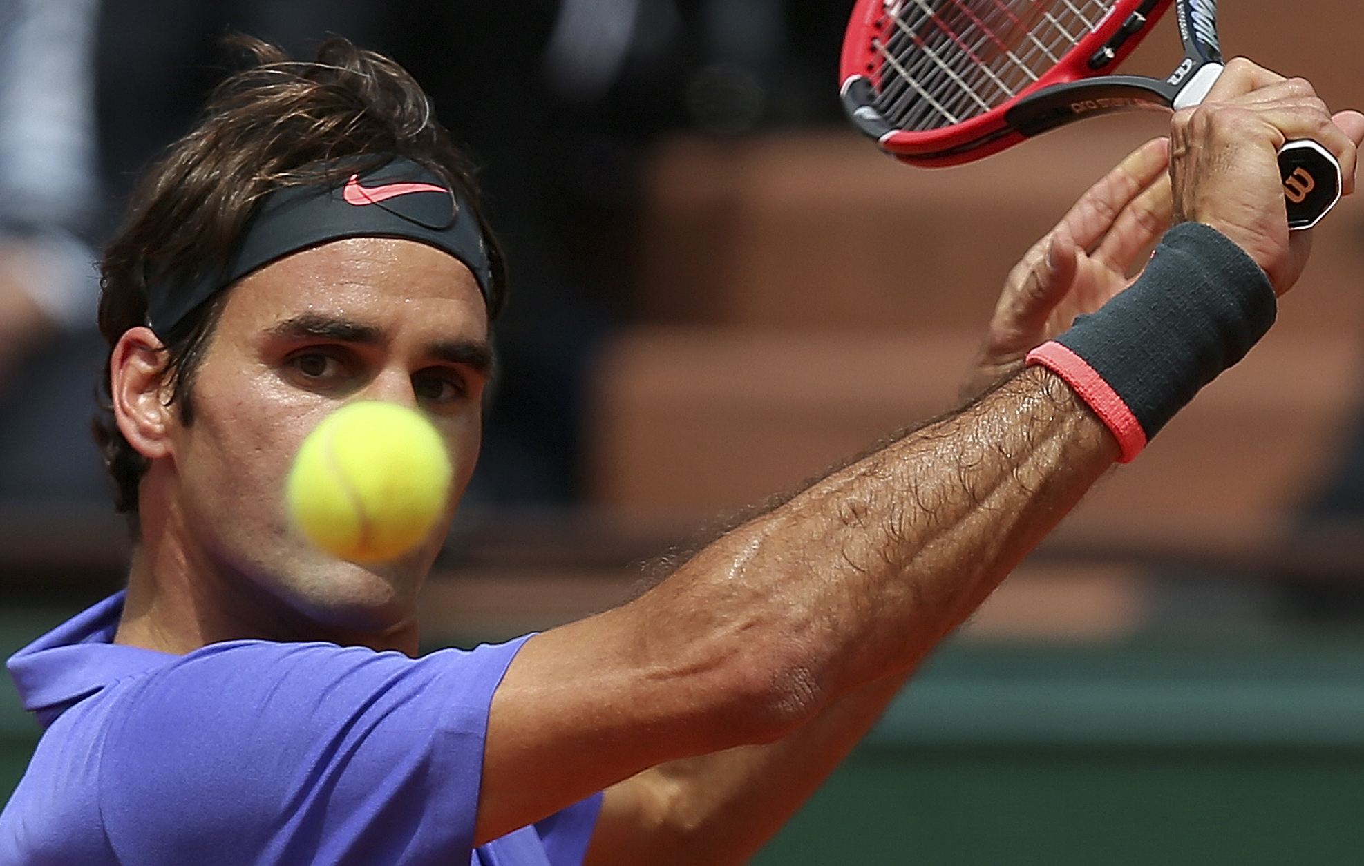 Switzerland's Roger Federer eyes the ball as he plays France's Gael Monfils during their fourth round match of the French Open tennis tournament at the Roland Garros stadium, Monday, June 1, 2015 in Paris. Federer won 6-3, 4-6, 6-4, 6-1. (AP Photo/David V