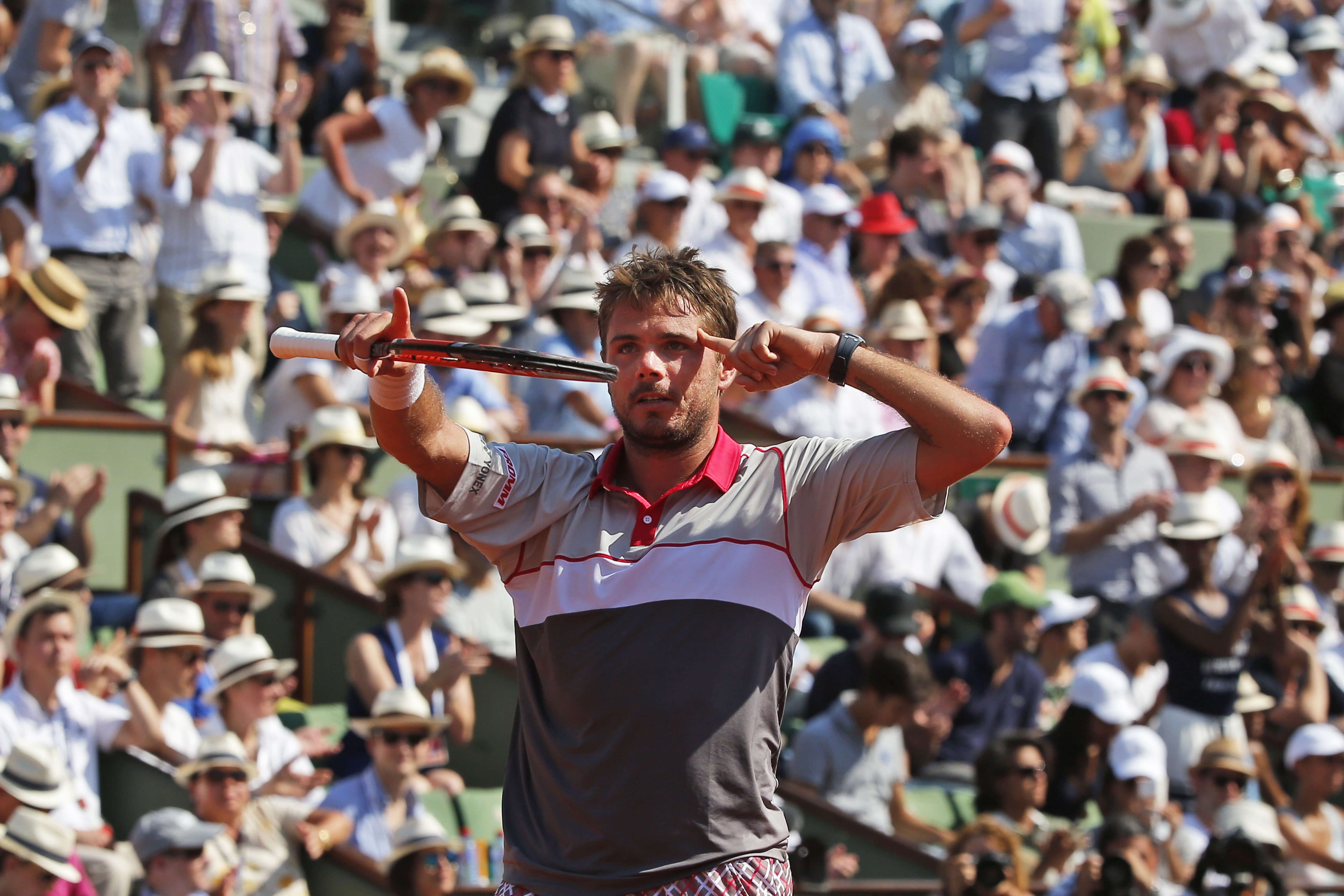 Switzerland's Stan Wawrinka celebrates winning the semifinal match of the French Open tennis tournament against France's Jo-Wilfried Tsonga in four sets 6-3, 6-7, 7-6, 6-4, at the Roland Garros stadium, in Paris, France, Friday, June 5, 2015. (AP Photo/Mi