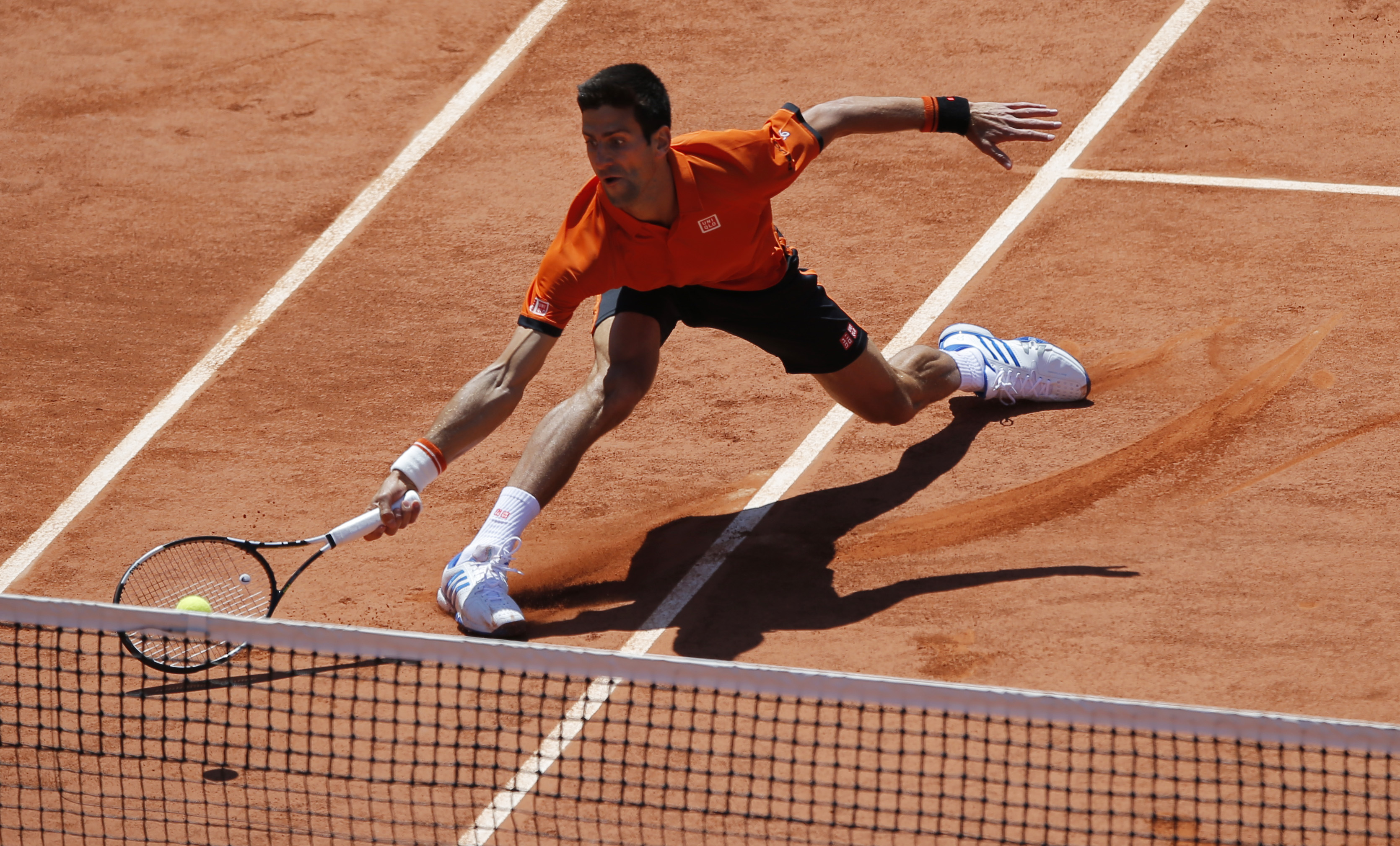 Serbia's Novak Djokovic returns the ball to Britain's Andy Murray during their semifinal match of the French Open tennis tournament at the Roland Garros stadium, Saturday, June 6, 2015 in Paris, France. (AP Photo/Francois Mori)