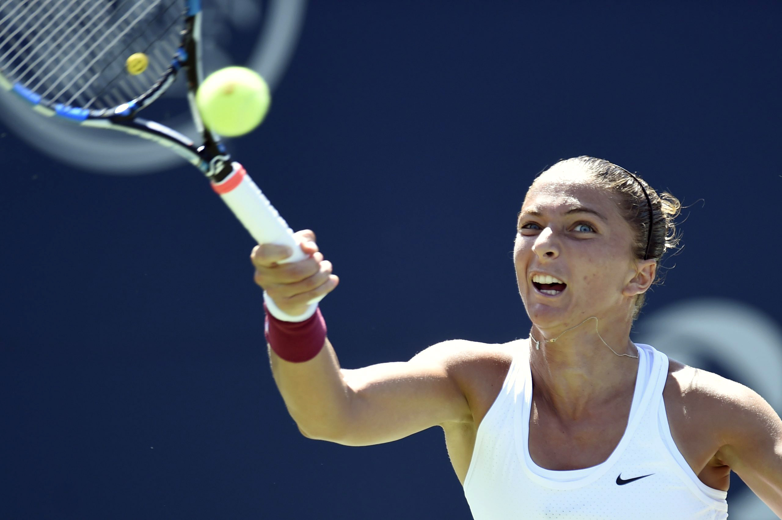 Sara Errani, of Italy, returns to opponent Simona Halep, of Romania, during a Rogers Cup semifinal tennis match in Toronto on Saturday, Aug. 15, 2015. (Frank Gunn /The Canadian Press via AP) MANDATORY CREDIT