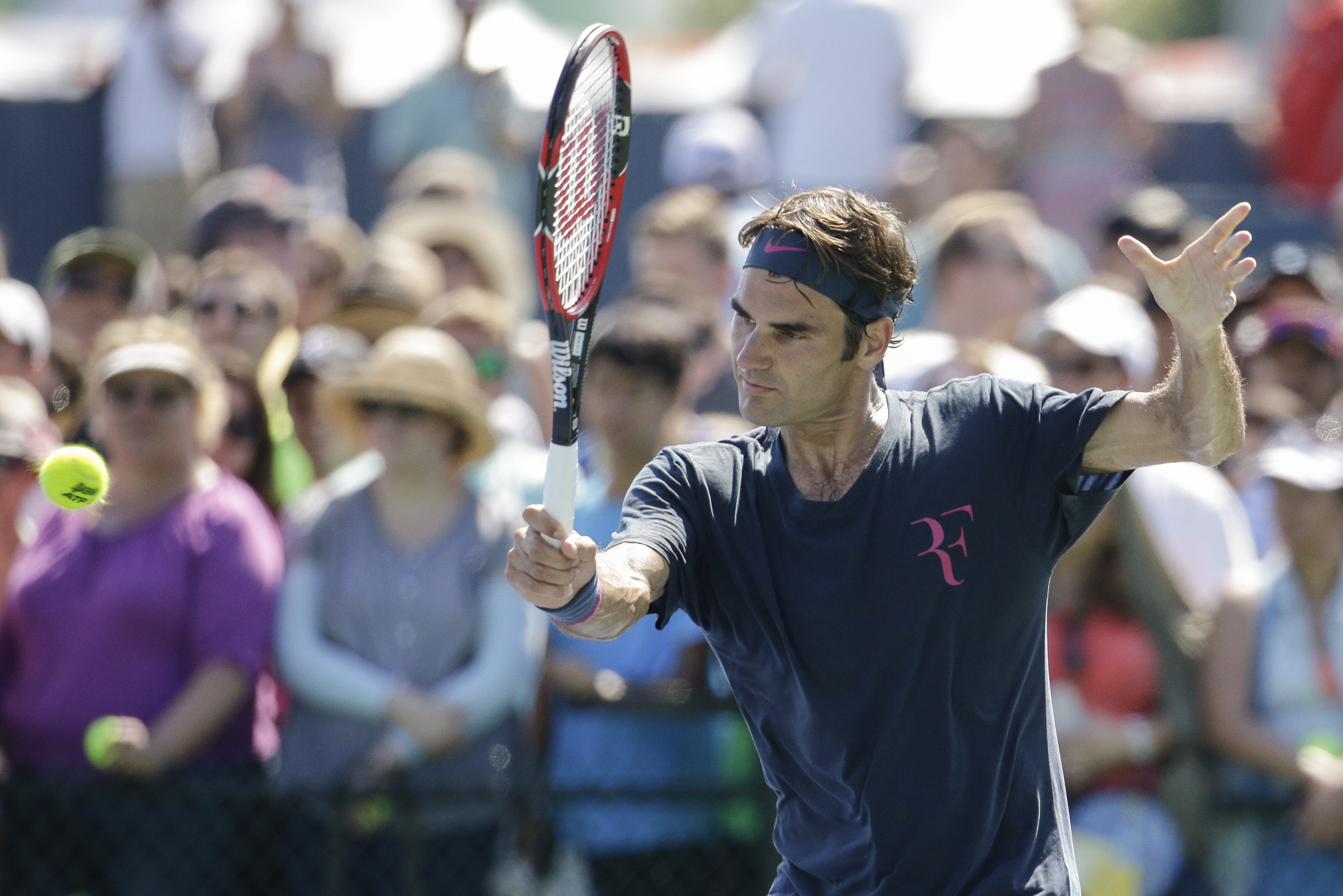 Roger Federer, of Switzerland, practices at the Western & Southern Open tennis tournament, Sunday, Aug. 16, 2015, in Mason, Ohio. (AP Photo/John Minchillo)