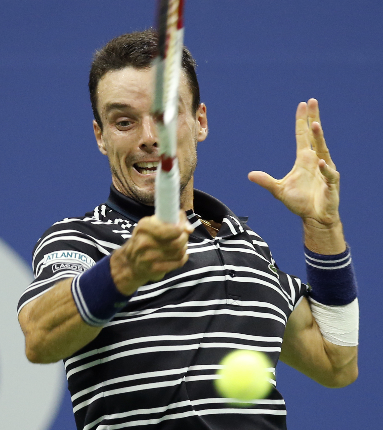 Roberto Bautisa Agut, of Spain, returns the ball during the second set of his fourth round match against Novak Djokovic, of Serbia, at the U.S. Open tennis tournament in New York, Sunday, Sept. 6, 2015. (AP Photo/Kathy Willens)