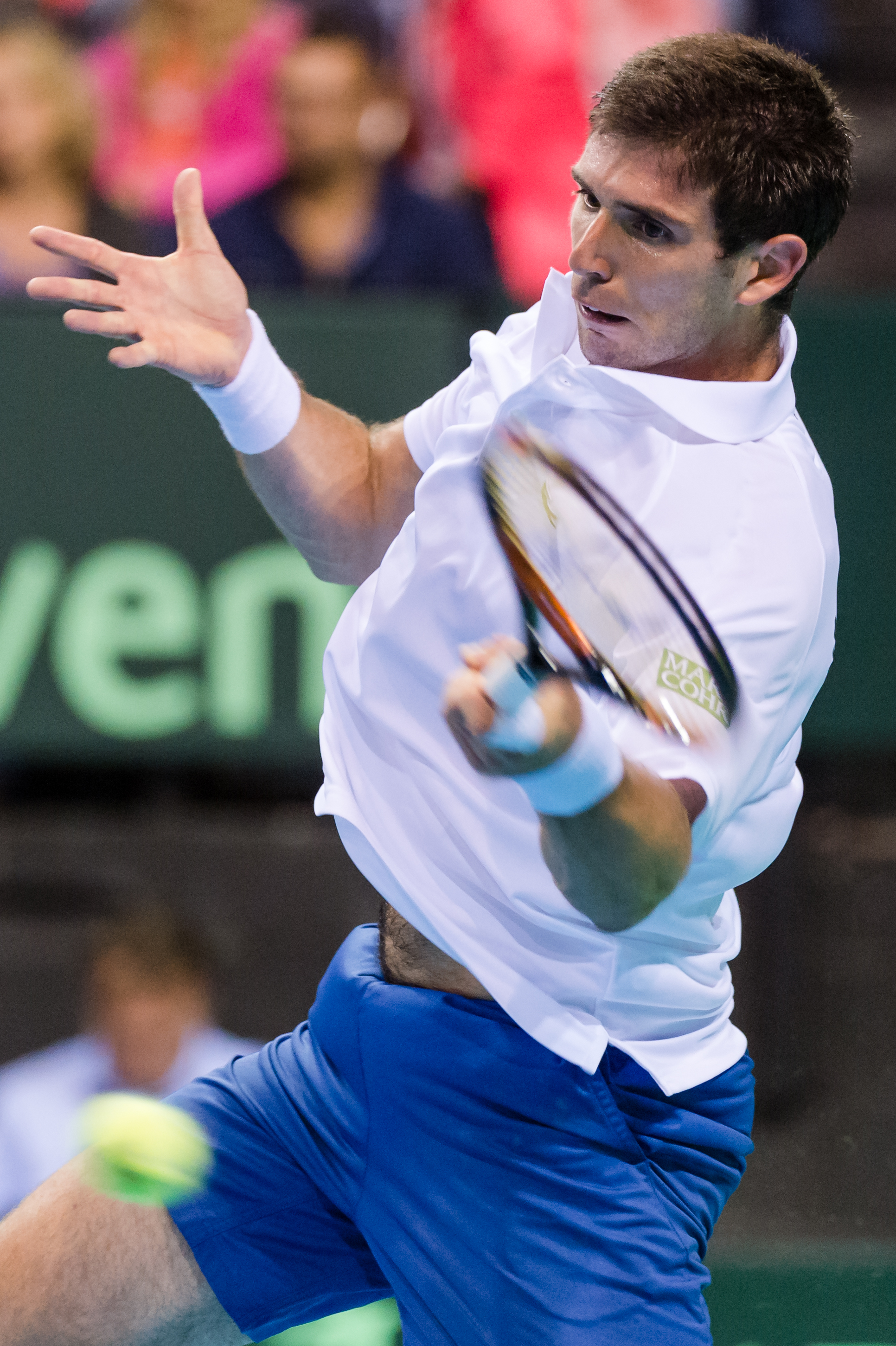 Argentina's Federico Delbonis returns the ball to Belgium's David Goffin during the first singles match of the Davis Cup World Group semifinal between Belgium and Argentina in Brussels, Friday, Sept. 18, 2015. (AP Photo/Geert Vanden Wijngaert)