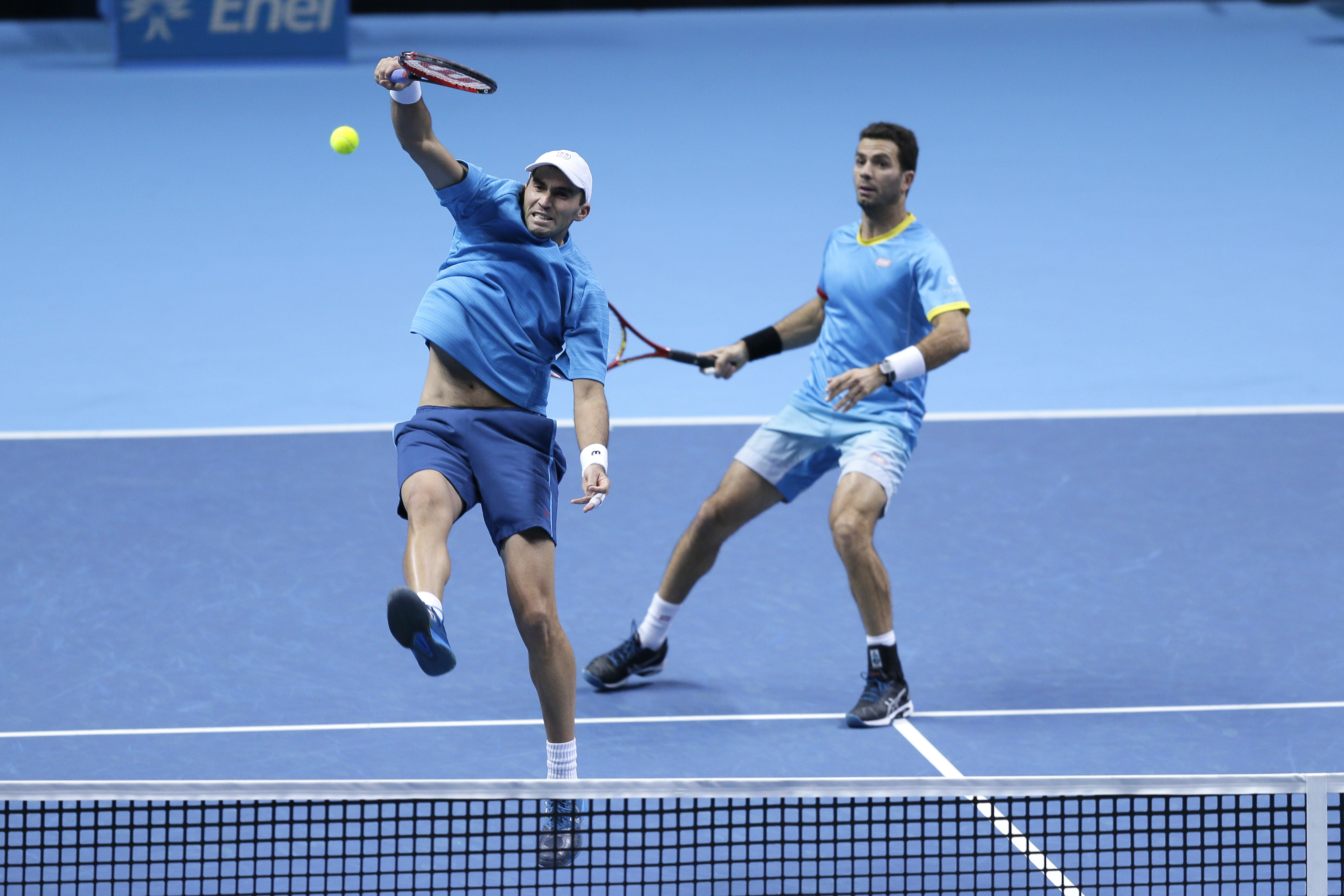 Netherlands' Jean-Julien Rojer, right, watches as Romania's Horia Tecau plays a return to United States's Bob Bryan and Mike Bryan during their ATP World Tour Finals tennis semifinal doubles match at the O2 Arena in London, Saturday Nov. 21, 2015. (AP Pho
