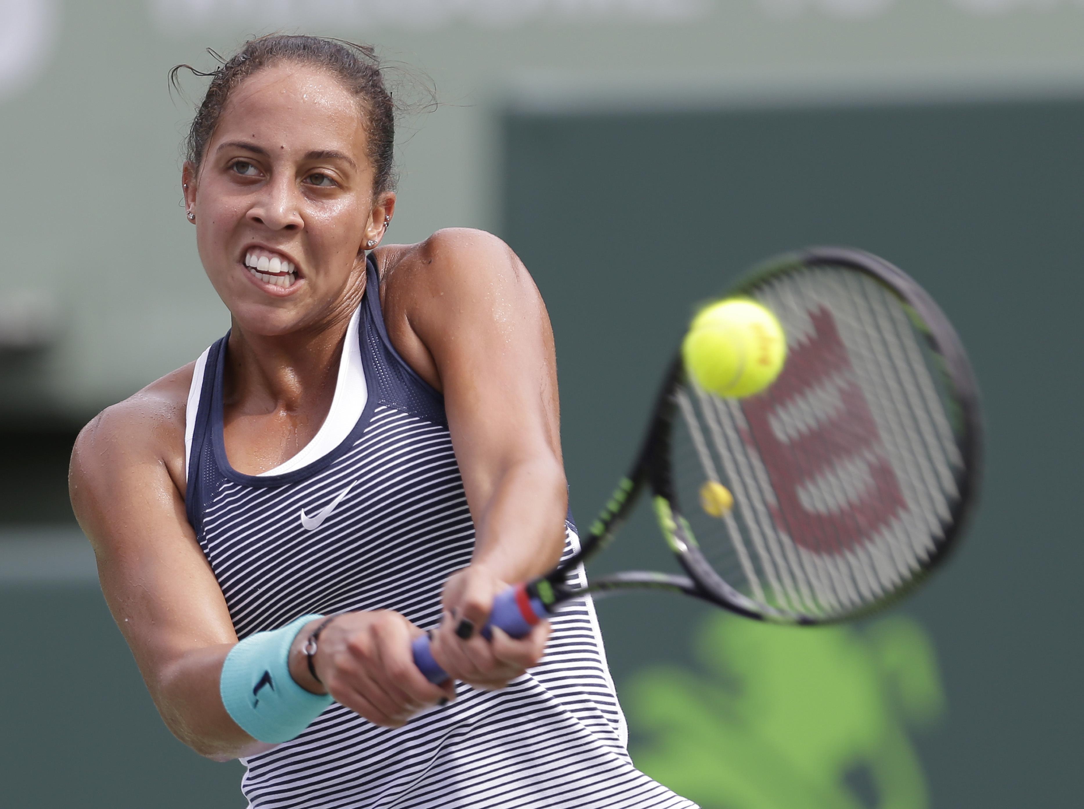 Madison Keys returns to Roberta Vinci, of Italy, during the Miami Open tennis tournament in Key Biscayne, Fla., Sunday, March 27, 2016. (AP Photo/Alan Diaz)