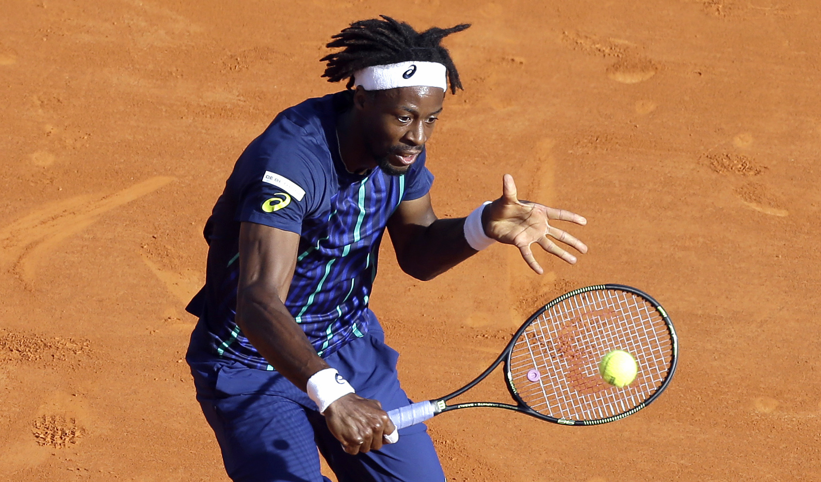 France's Gael Monfils plays a return to Marcel Granollers of Spain during their quarter final match of the Monte Carlo Tennis Masters tournament in Monaco, Friday, April 15, 2016. (AP Photo/Lionel Cironneau)