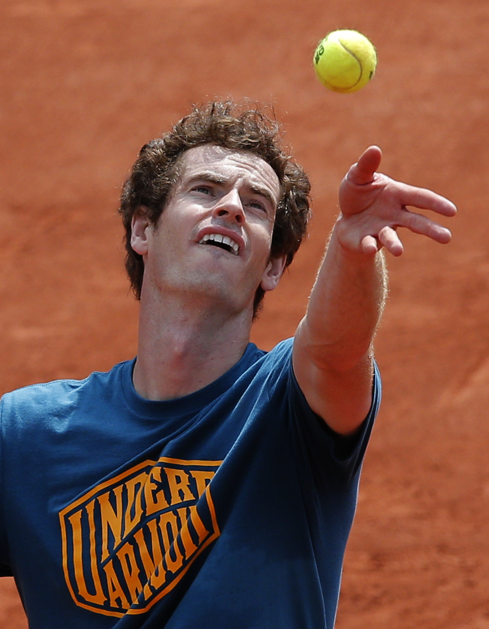 Britain's Andy Murray serves during a training session of the French Open tennis tournament at the Roland Garros stadium, in Paris, Saturday, May 21, 2016 . The French Open starts Sunday May 22. (AP Photo/Christophe Ena)