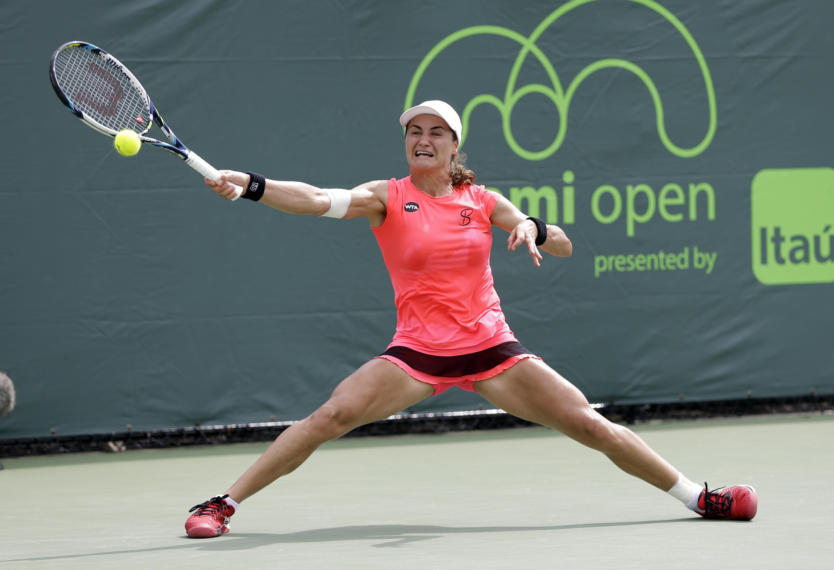 Monica Niculescu, of Romania, returns to Johanna Konta, of Britain, during the Miami Open tennis tournament in Key Biscayne, Fla., Monday, March 28, 2016. (AP Photo/Alan Diaz)