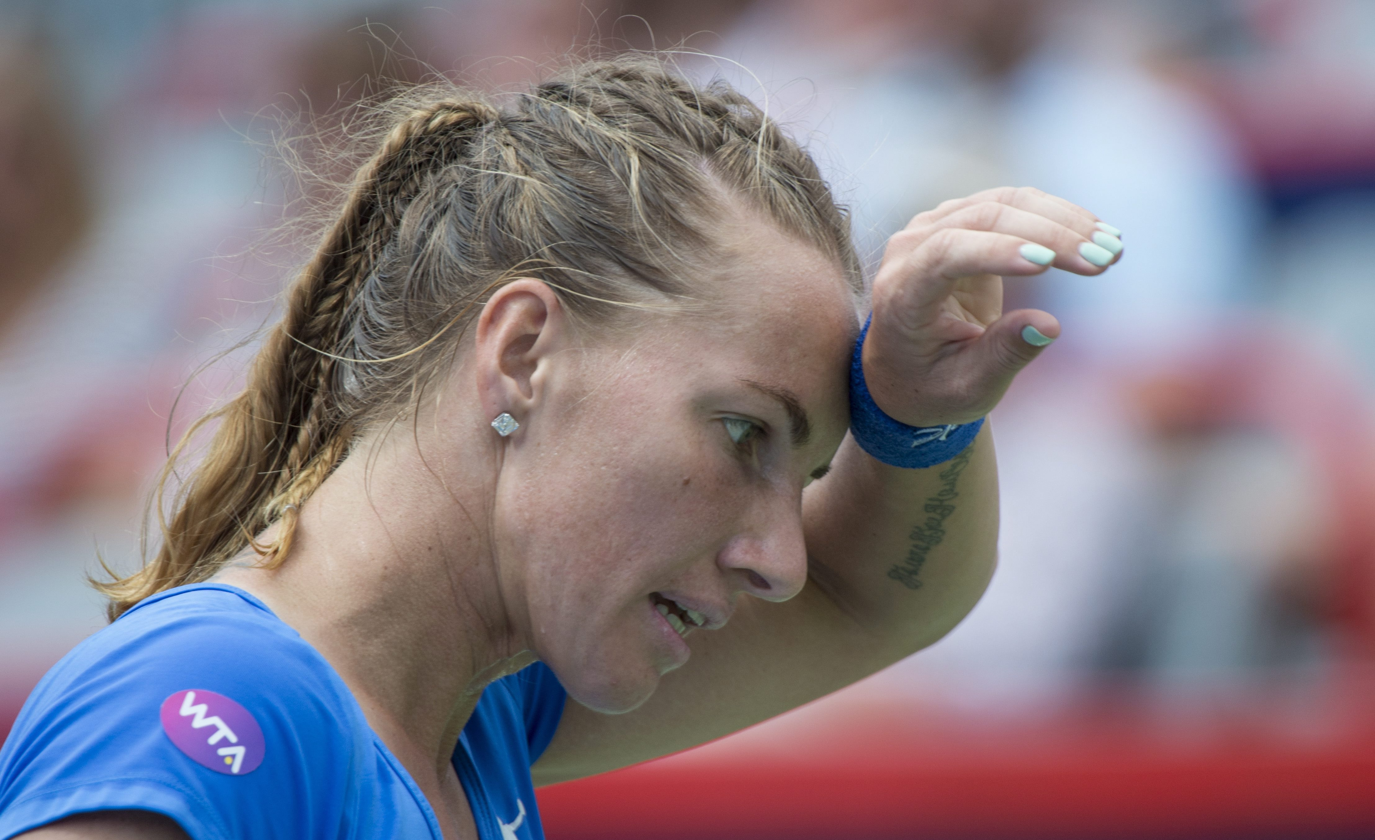 Svetlana Kuznetsova, of Russia, wipes her forehead during her match against Simona Halep, of Romania at the Rogers Cup tennis tournament, Friday, July 29, 2016 in Montreal. (Paul Chiasson/The Canadian Press via AP)