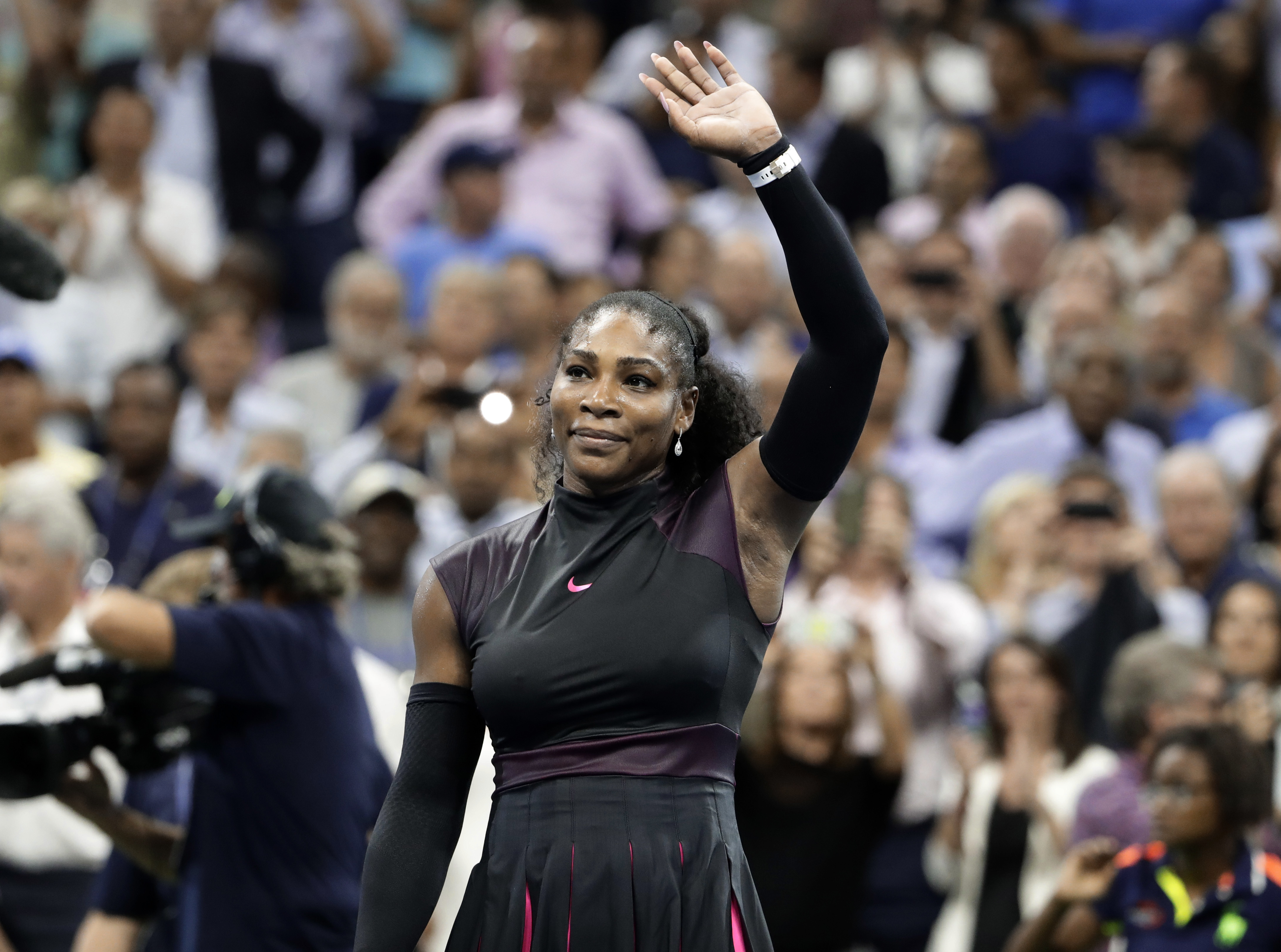 Serena Williams. of the United States, waves to the crowd after defeating Simona Halep, of Romania, 6-2, 4-6, 6-3 during the quarterfinals of the U.S. Open tennis tournament, Wednesday, Sept. 7, 2016, in New York. (AP Photo/Seth Wenig)