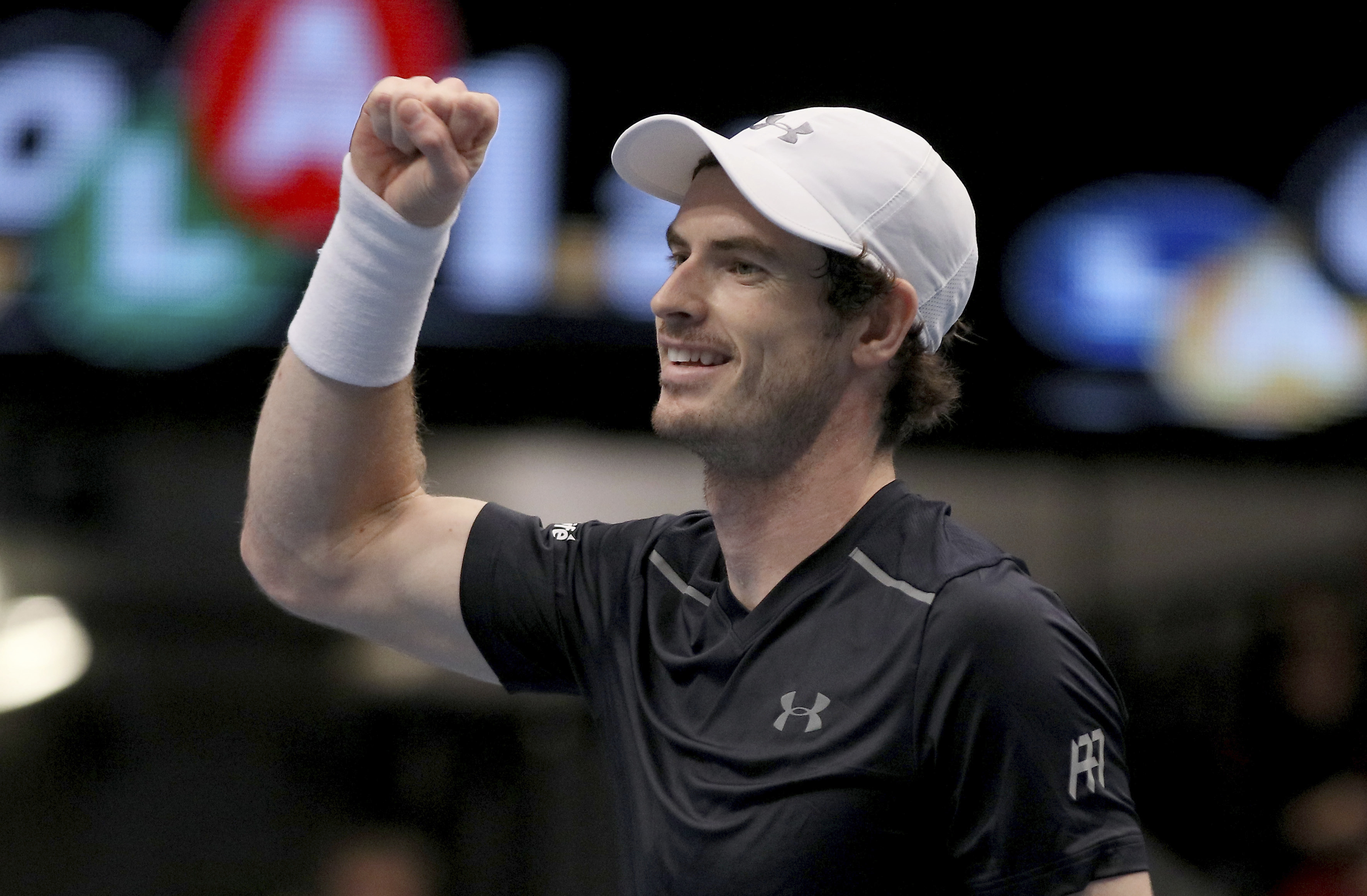 Andy Murray of Great Britain celebrates after winning the final match against Jo-Wilfried Tsonga of France at the Erste Bank Open tennis tournament in Vienna, Austria, Sunday, Oct. 30, 2016. (AP Photo/Ronald Zak)