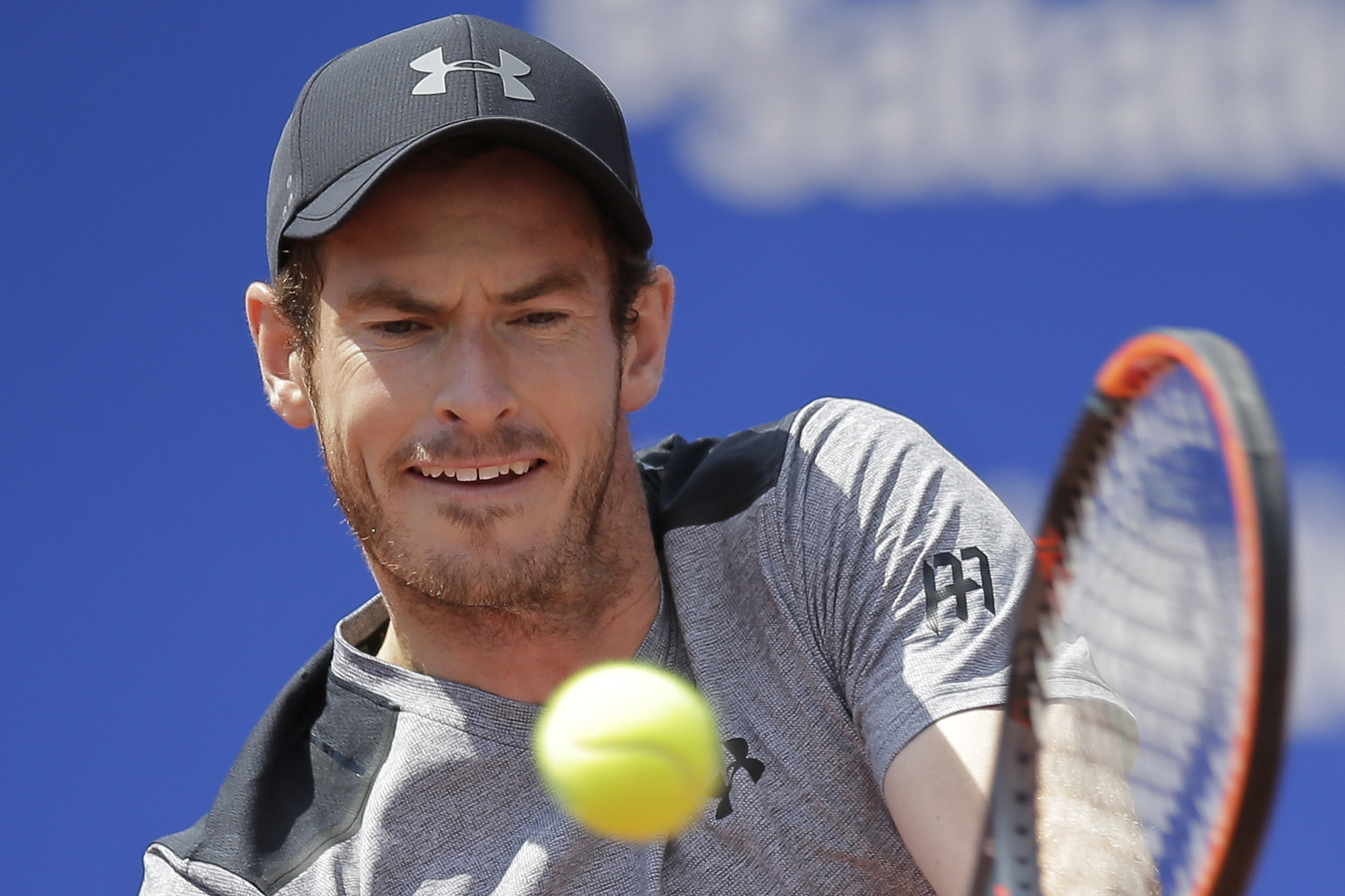 Andy Murray of Britain returns the ball to Albert Ramos-Vinolas of Spain during a quarterfinal match at the Barcelona Open Tennis Tournament in Barcelona, Spain, Friday, April 28, 2017. (AP Photo/Manu Fernandez)