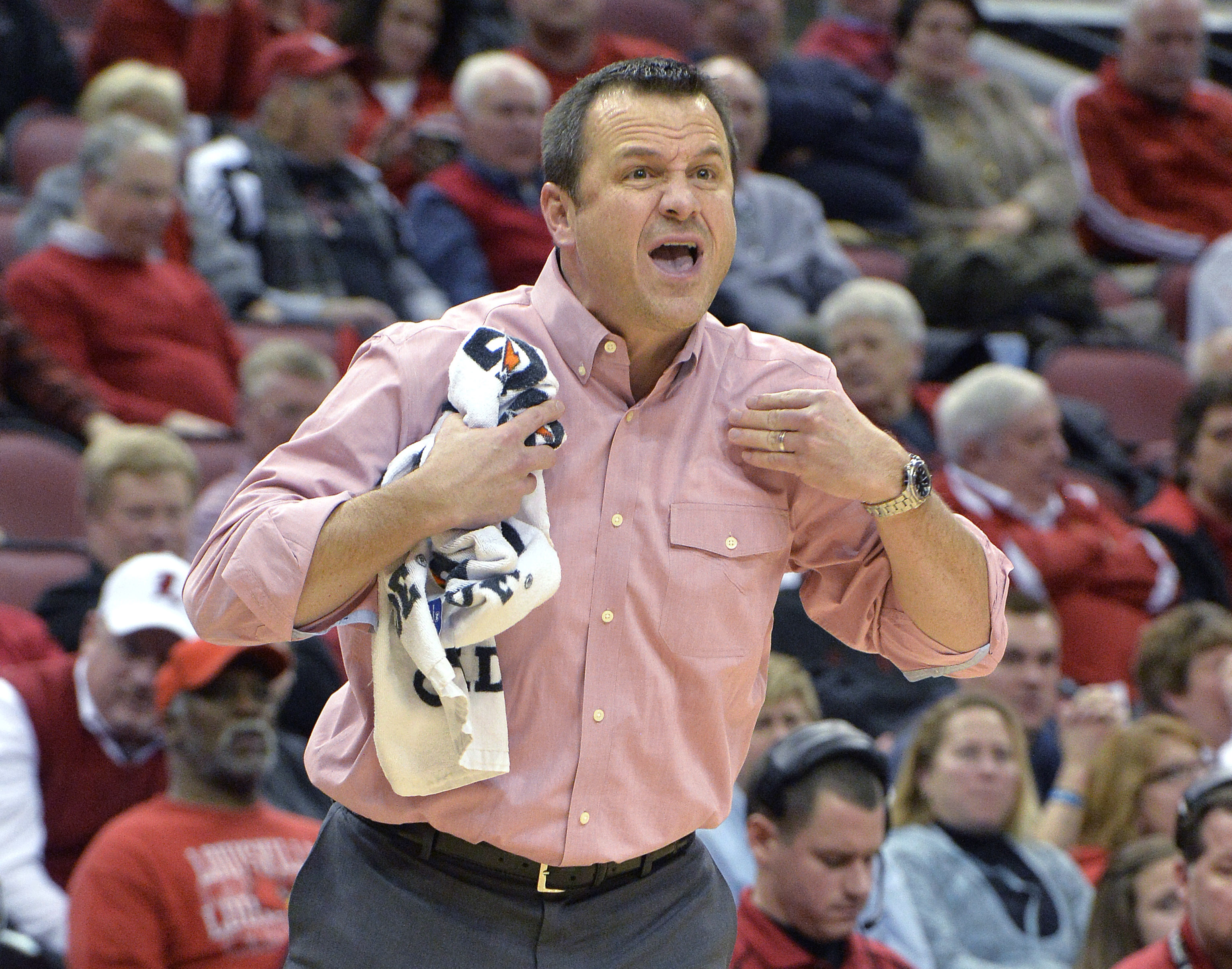 """FILE - In this Jan. 29, 2015, file photo, Louisville coach Jeff Walz shouts instructions to his team during an NCAA college basketball game against Syracuse in Louisville, Ky. """"Top to bottom, it's (the ACC) the best league in women's basketball,"""" Walz sai"""
