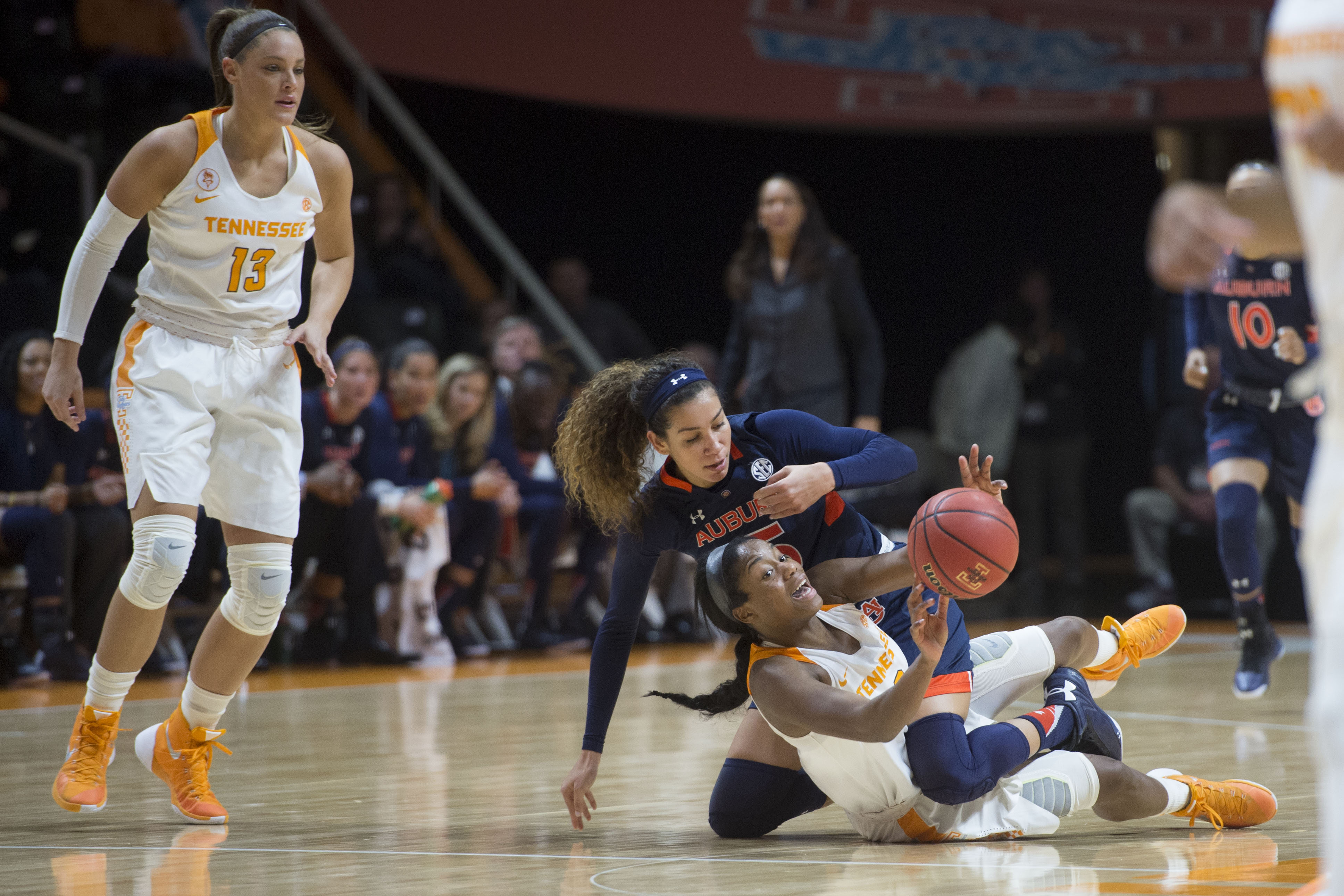 Tennessee's Jordan Reynolds passes the ball away after colliding with Auburn's Jazmine Jones during an NCAA college basketball game in Knoxville, Tenn., Sunday, Jan. 10, 2016. Tennessee defeated Auburn 79-52. (Saul Young/Knoxville News Sentinel via AP)