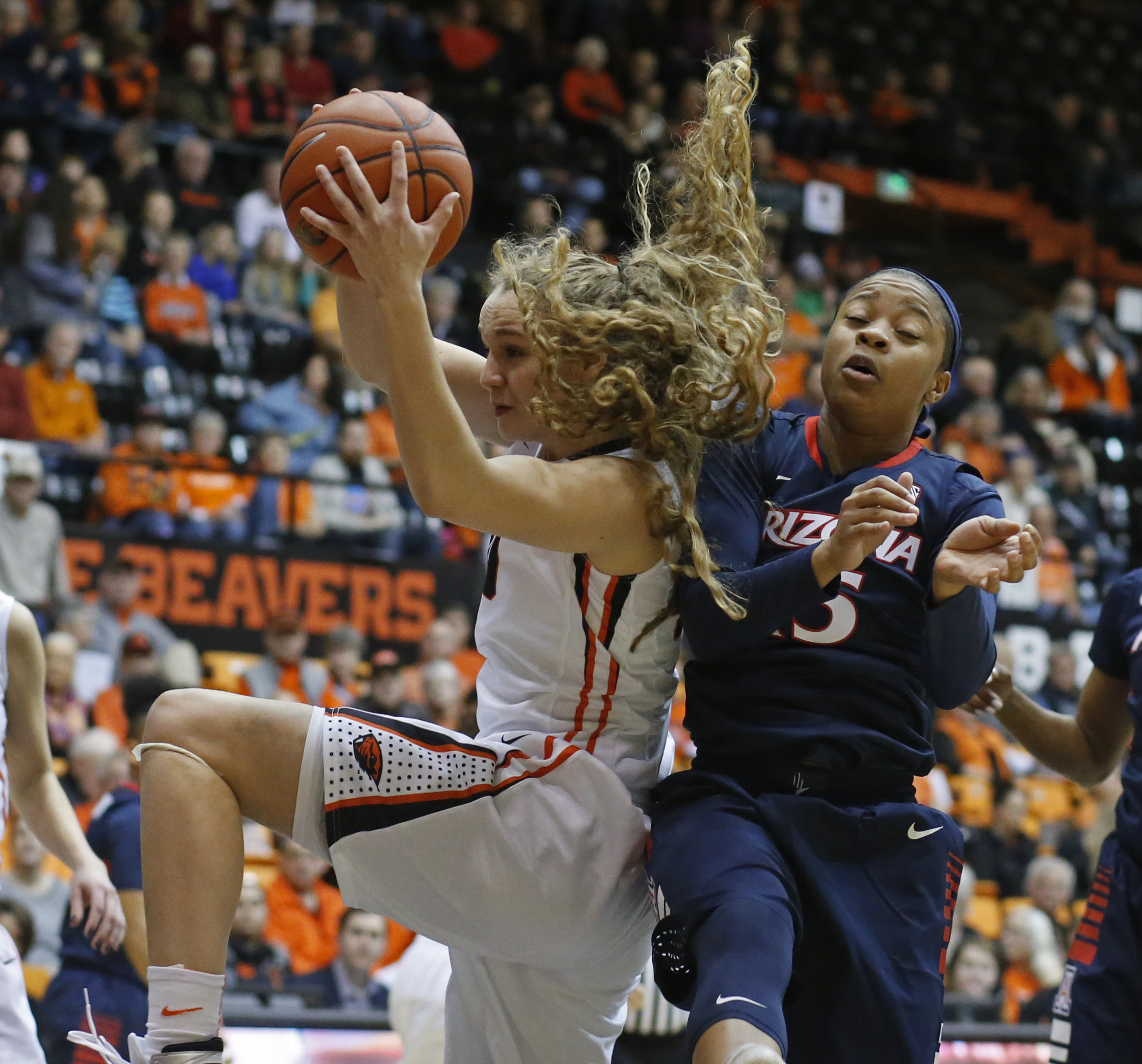 Oregon State's Katie McWilliams, left, grabs a rebound away from Arizona's Keyahndra Cannon in the first half of an NCAA college basketball game in Corvallis, Ore., on Friday, Jan. 29, 2016. (AP Photo/Timothy J. Gonzalez)