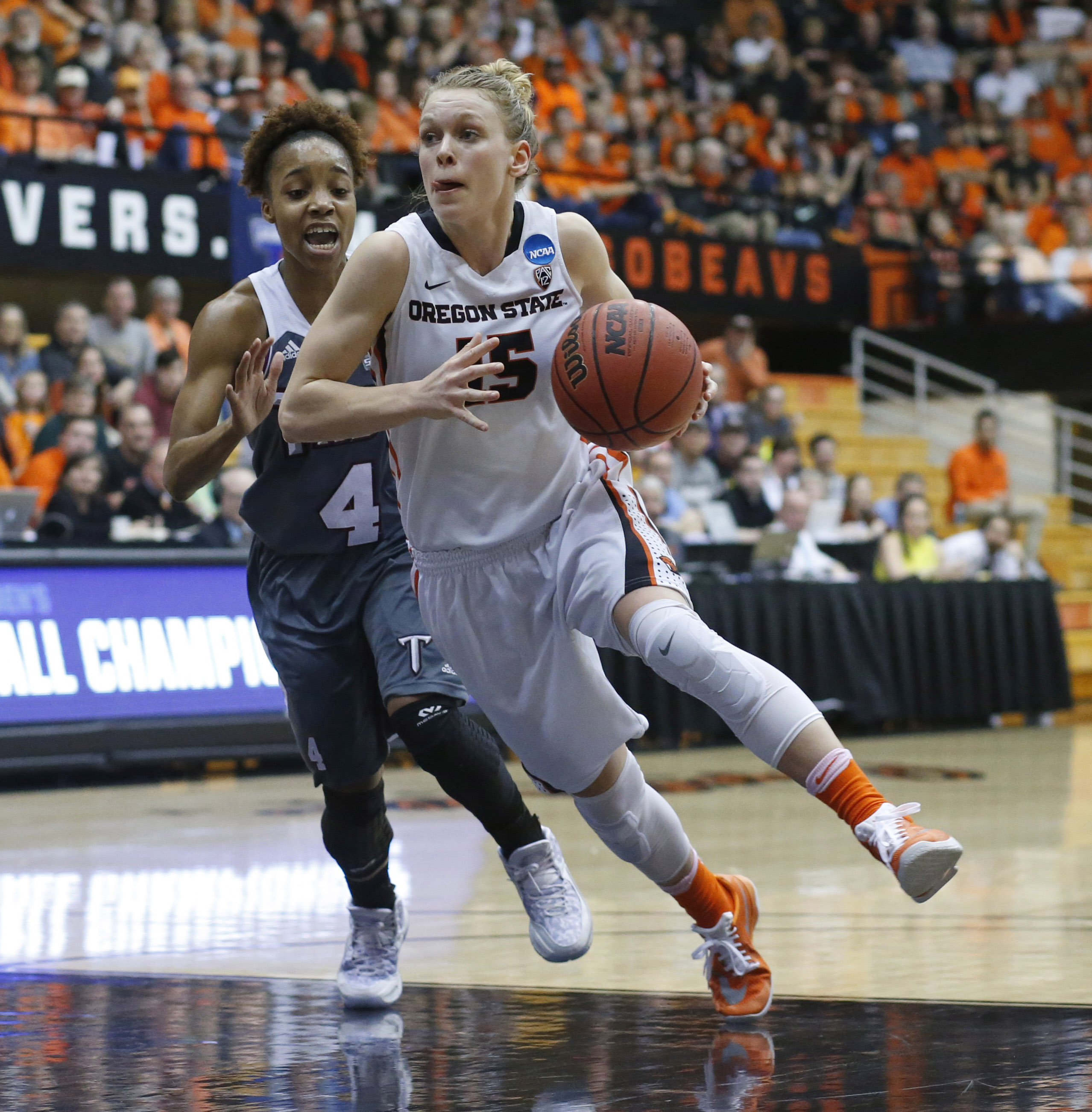 Oregon State's Jamie Weisner, center, drives past Troy's Ashley Beverly Keley in the first half of a first round women's college basketball game in the NCAA Tournament in Corvallis, Ore., on Friday March 18, 2016 (AP Photo/Timothy J. Gonzalez)