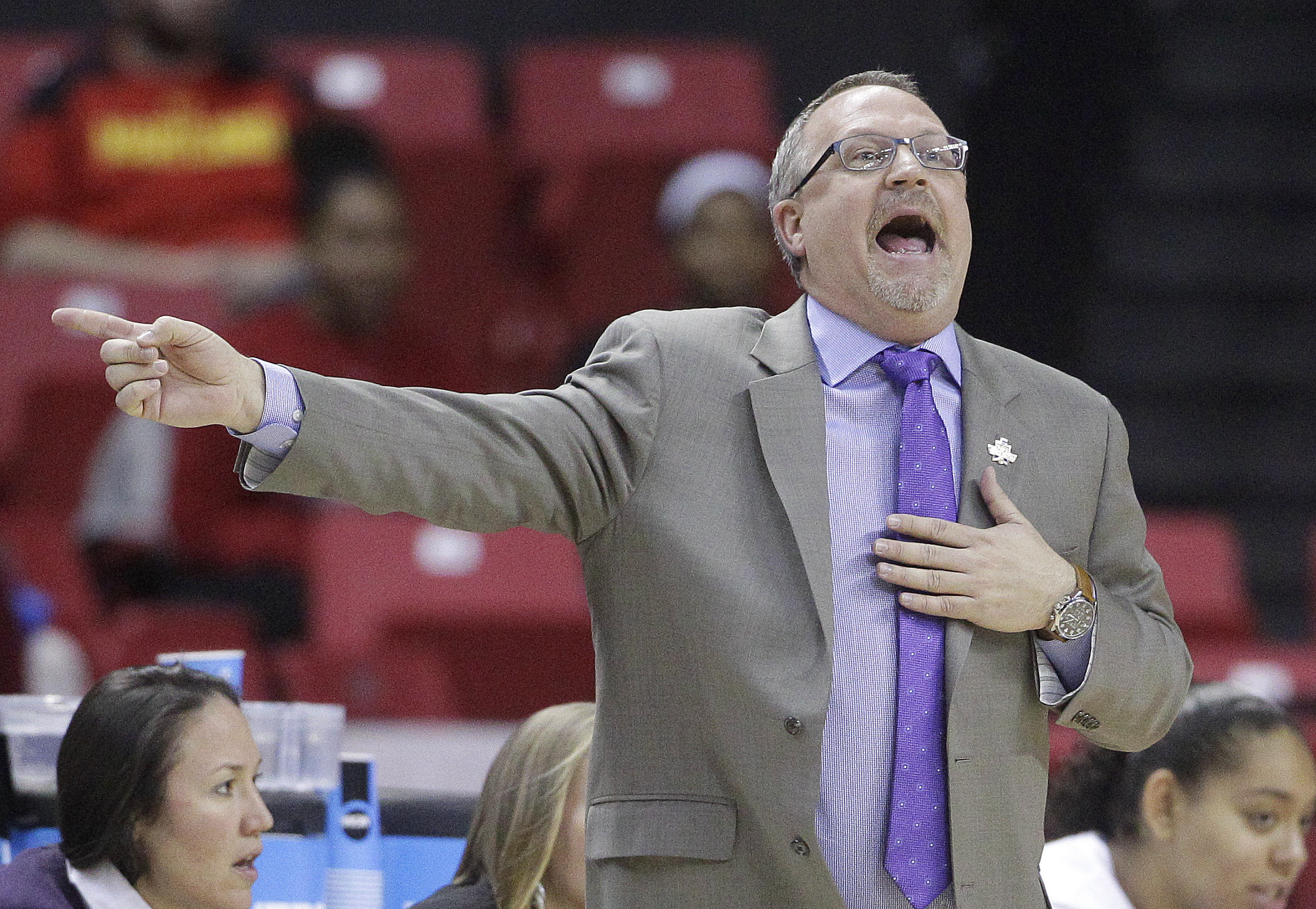 Washington head coach Mike Neighbors directs his players in the first half of an NCAA college basketball game against Maryland in the second round of the NCAA tournament, Monday, March 21, 2016, in College Park, Md. (AP Photo/Patrick Semansky)