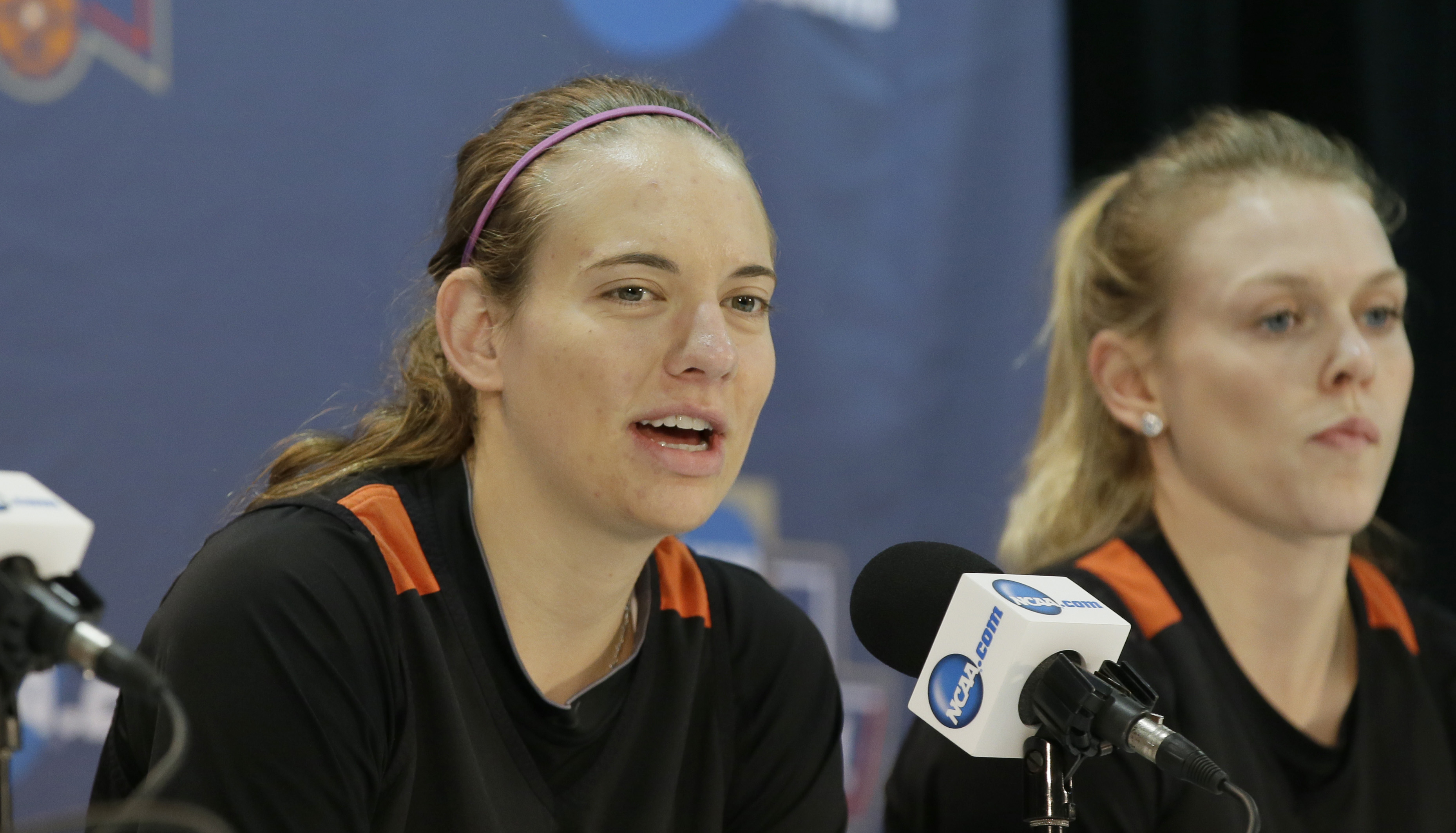 Oregon State guard Sydney Wiese, left, speaks as she sits by teammate guard Jamie Weisner during a news conference ahead of a regional final of the women's NCAA Tournament Sunday, March 27, 2016, in Dallas. Baylor faces Oregon State on Monday. (AP Photo/L