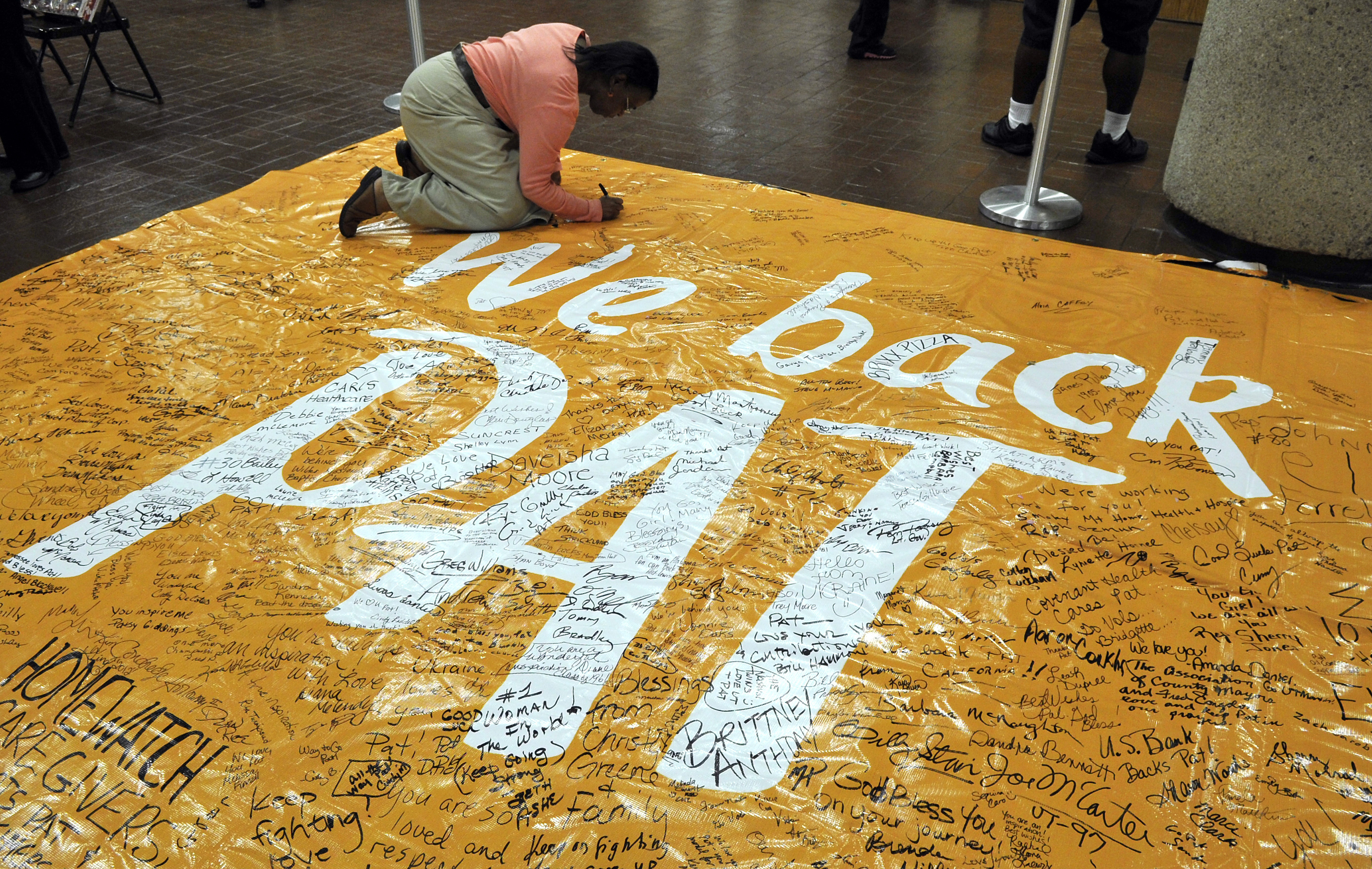 FILE - In this March 28, 2012, file photo, Knox County employee Pat Carson signs a banner in support of University of Tennessee women's basketball coach Pat Summitt, in Knoxville, Tenn. Summitt vowed to make a difference in the fight against Alzheimer's d