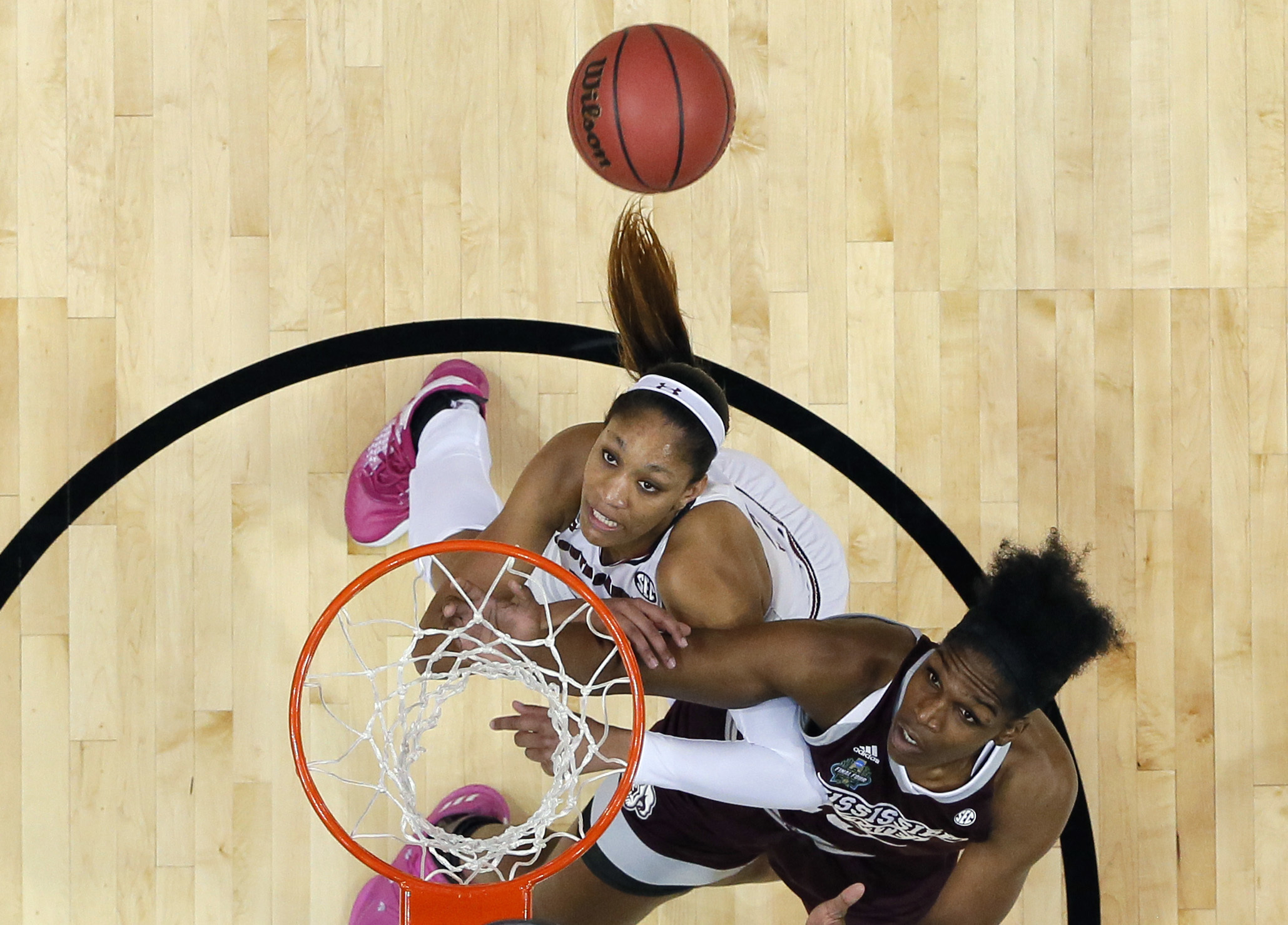South Carolina forward A'ja Wilson, left, and Mississippi State center Teaira McCowan, right, battle for a rebound during the first half in the final of NCAA women's Final Four college basketball tournament, Sunday, April 2, 2017, in Dallas. (AP Photo/Ton