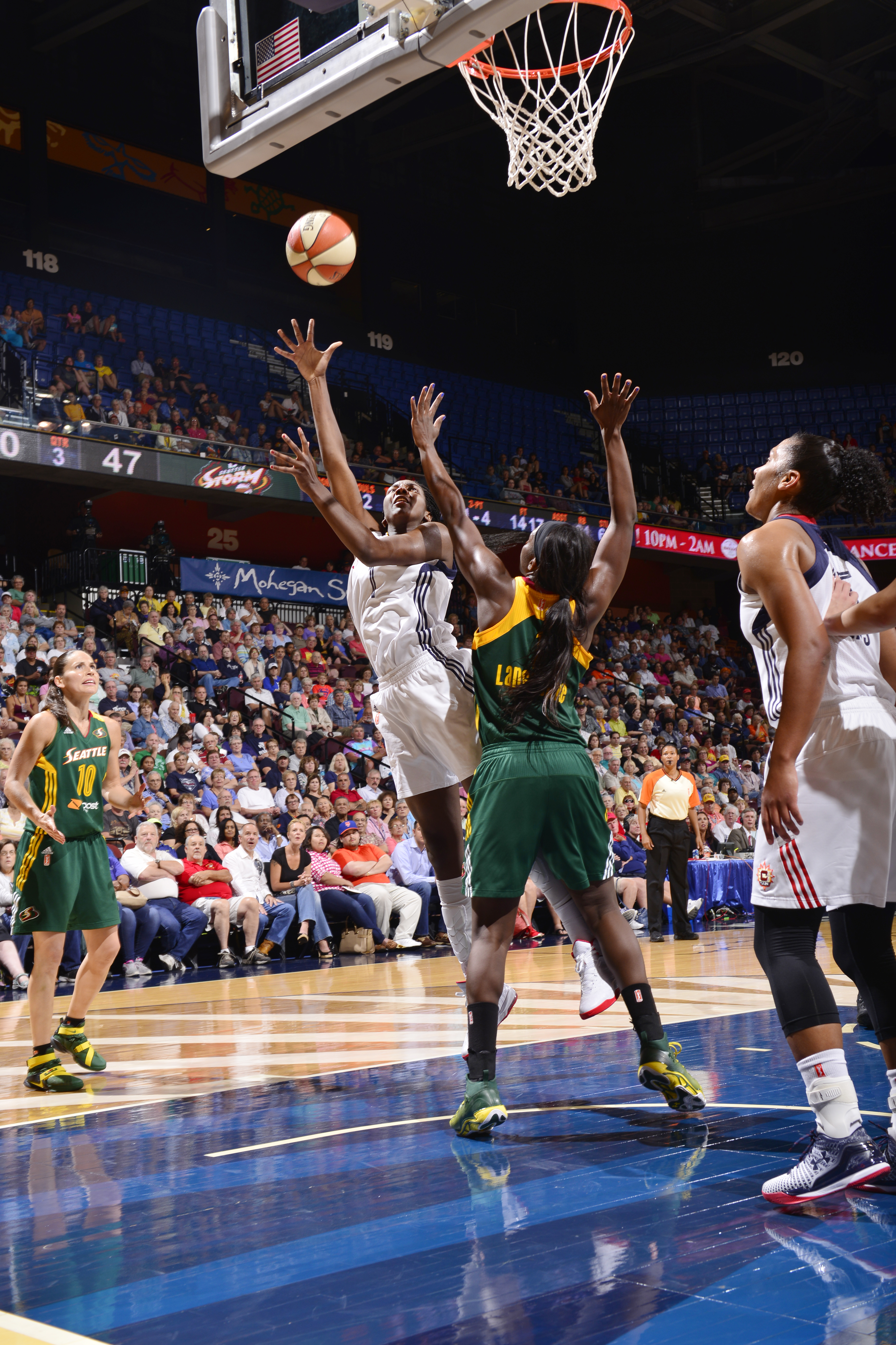 UNCASVILLE, CT - JULY 31:  Elizabeth Williams #1 of the Connecticut Sun shoots the ball against the Seattle Storm in a WNBA game on July 31, 2015 at the Mohegan Sun Arena in Uncasville, Connecticut. (Photo by David Dow/NBAE via Getty Images)