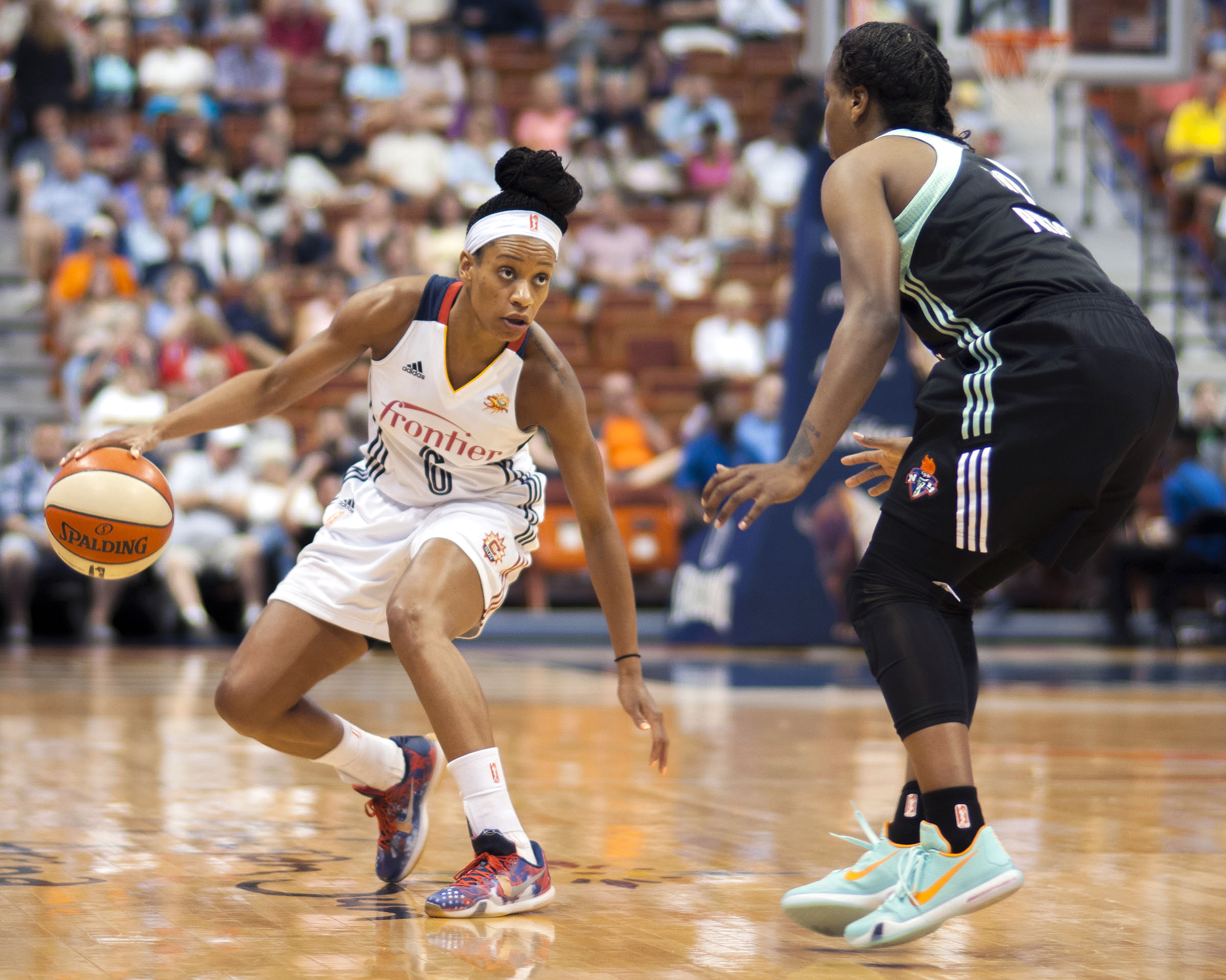 UNCASVILLE, CT - AUGUST 14: Jasmine Thomas #6 of the Connecticut Sun handles the ball against the New York Liberty on August 14, 2015 at the Mohegan Sun Arena in Uncasville, Connecticut. (Photo by Stephen Pellegrino/NBAE via Getty Images)