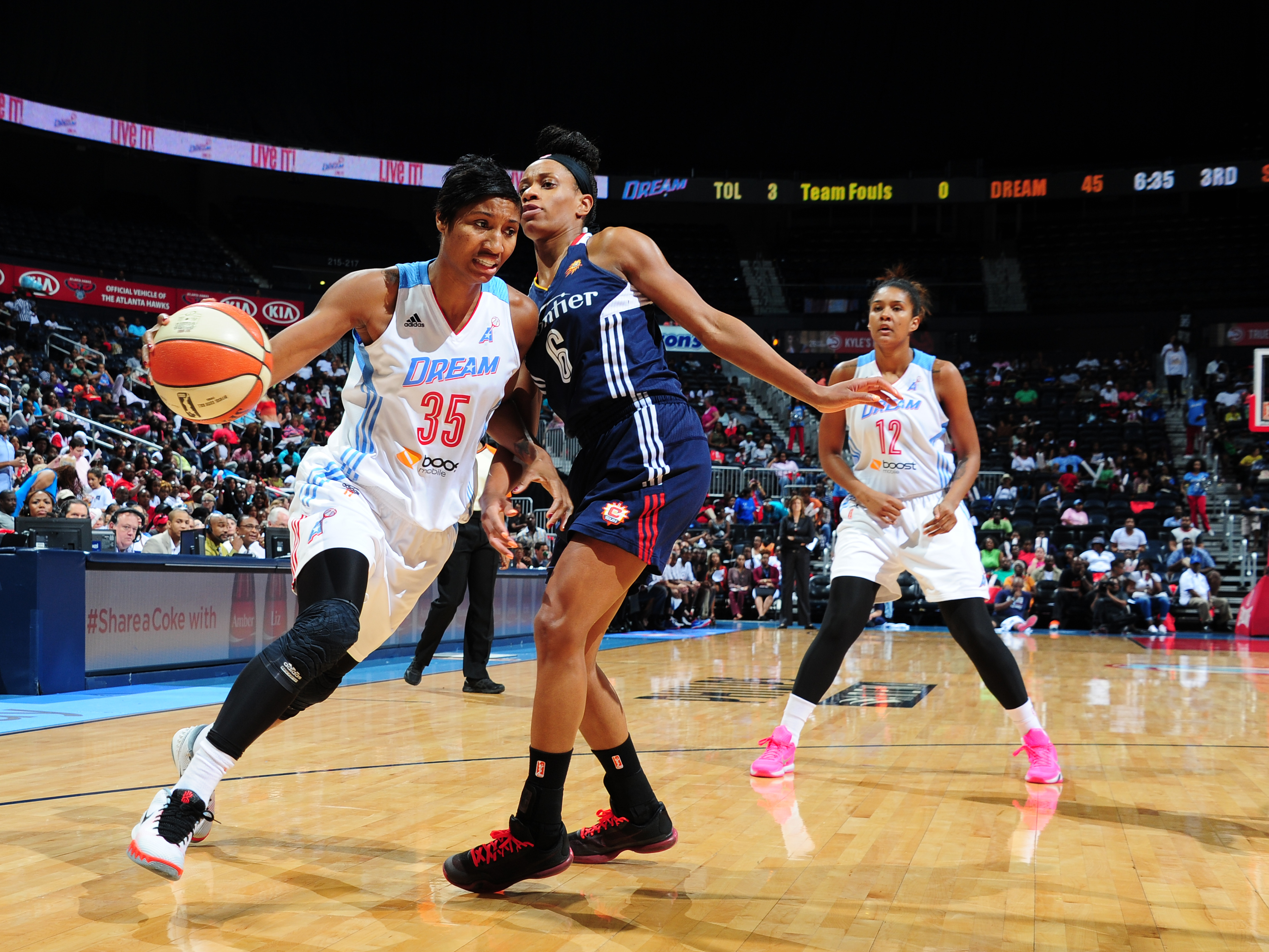 ATLANTA, GA - AUGUST 16: Angel McCoughtry #35 of the Atlanta Dream drives to the basket against Jasmine Thomas #6 of the Connecticut Sun on August 16, 2015 at Philips Arena in Atlanta, Georgia.  (Photo by Scott Cunningham/NBAE via Getty Images)