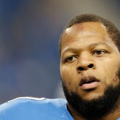 Ndamukong Suh Aaron Rodgers Green Bay Packers Detroit Lions stomp step leg