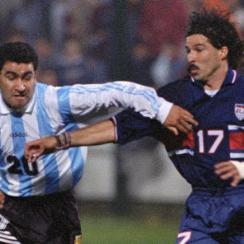 USA's Marcelo Balboa fights Argentina's Alberto Acosta for the ball in the 1995 Copa America.