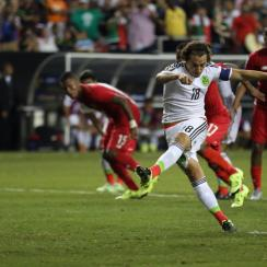 Andres Guardado calmly dispatches a penalty kick to help Mexico topple Panama in the Gold Cup semifinals