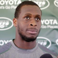 Jets quarterback Geno Smith injured by punch in locker room fight, out 6–10 weeks